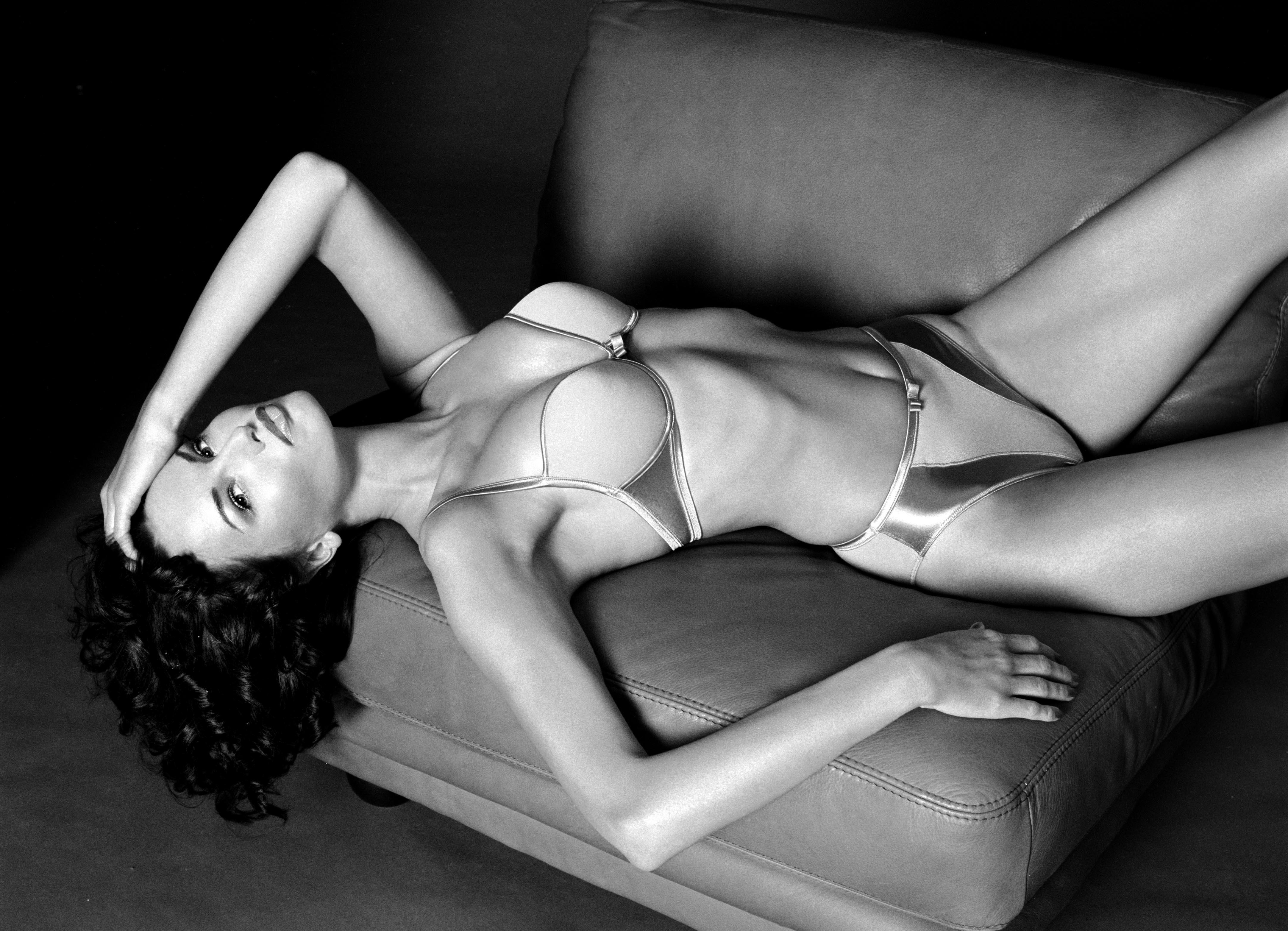mature haylee white self nude pics