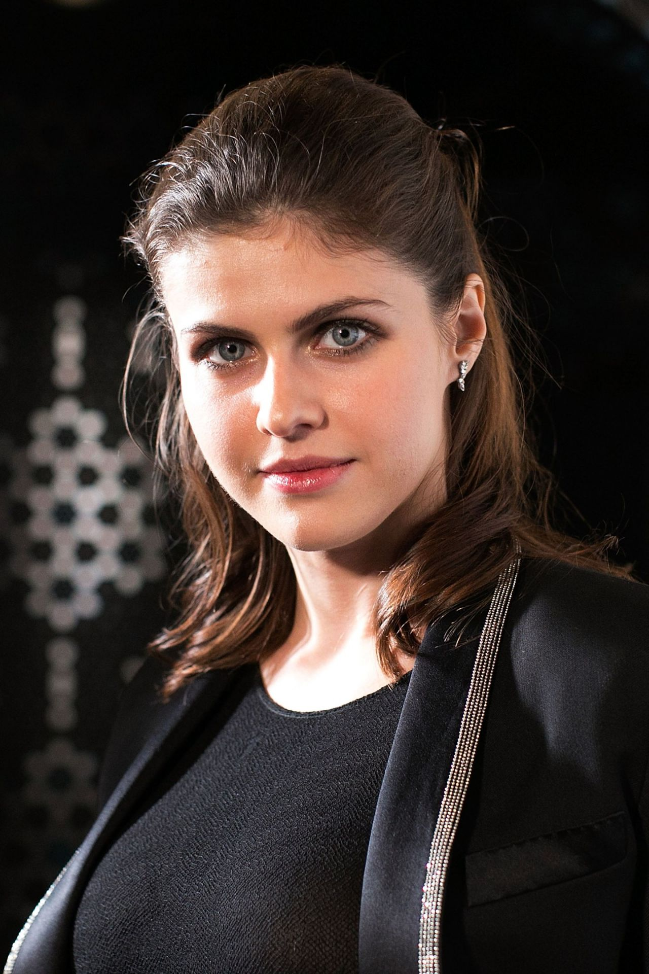 alexandra daddario wallpaper with Pic 830505 on Hollywood Celebrity Alexandra Daddario Wallpapers furthermore  additionally Madison Riley likewise 60036516 further Celebrity Alexandra Daddario Wallpapers.