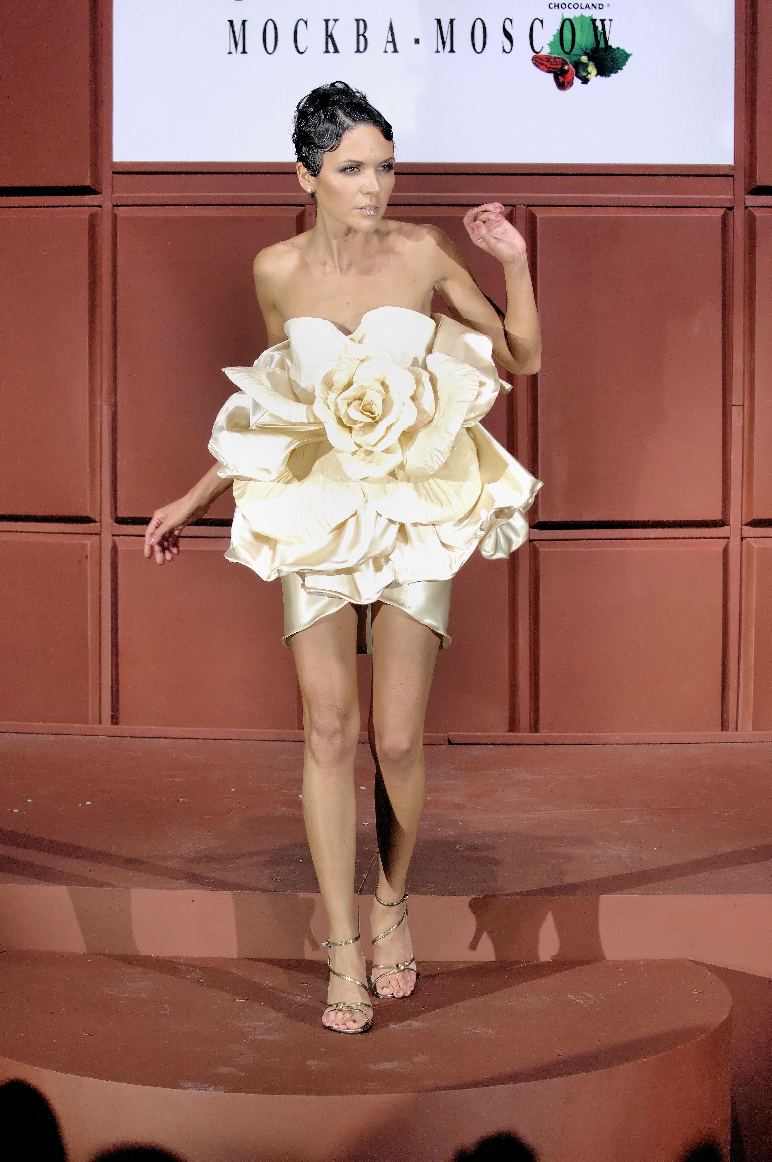 Фото настя чернобровина в платье