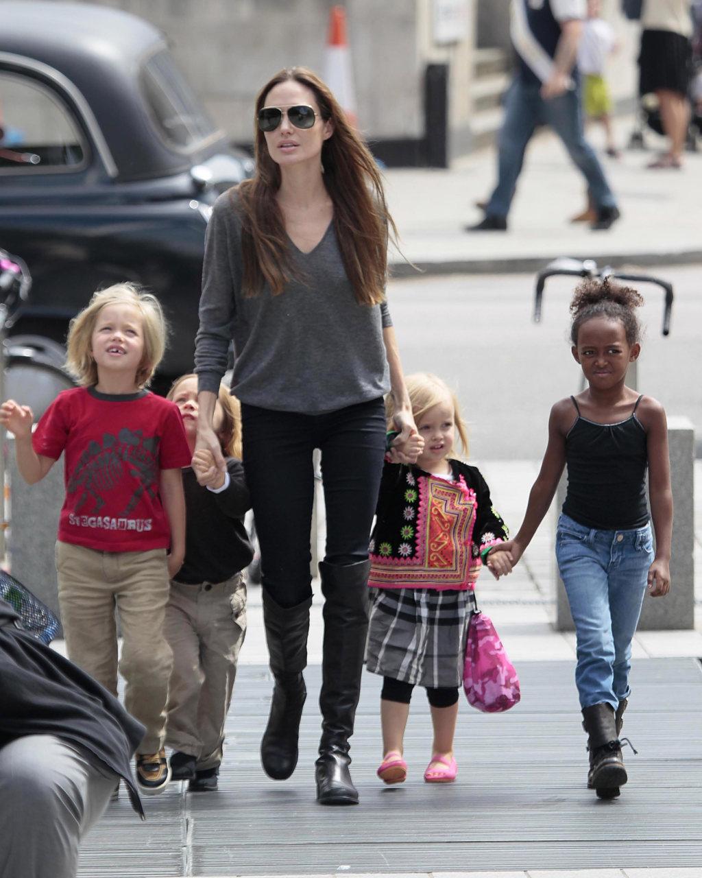 Анжелина джоли все ее дети фото