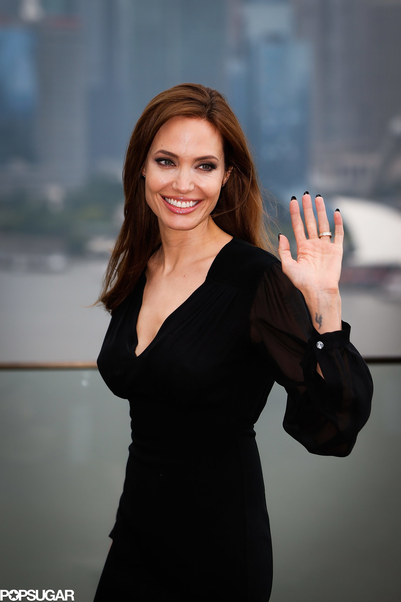 a fans view on angelina jolie Brad pitt assures fans i  the hollywood actor is speaking out about his life following a public divorce from angelina jolie  would you like to view.