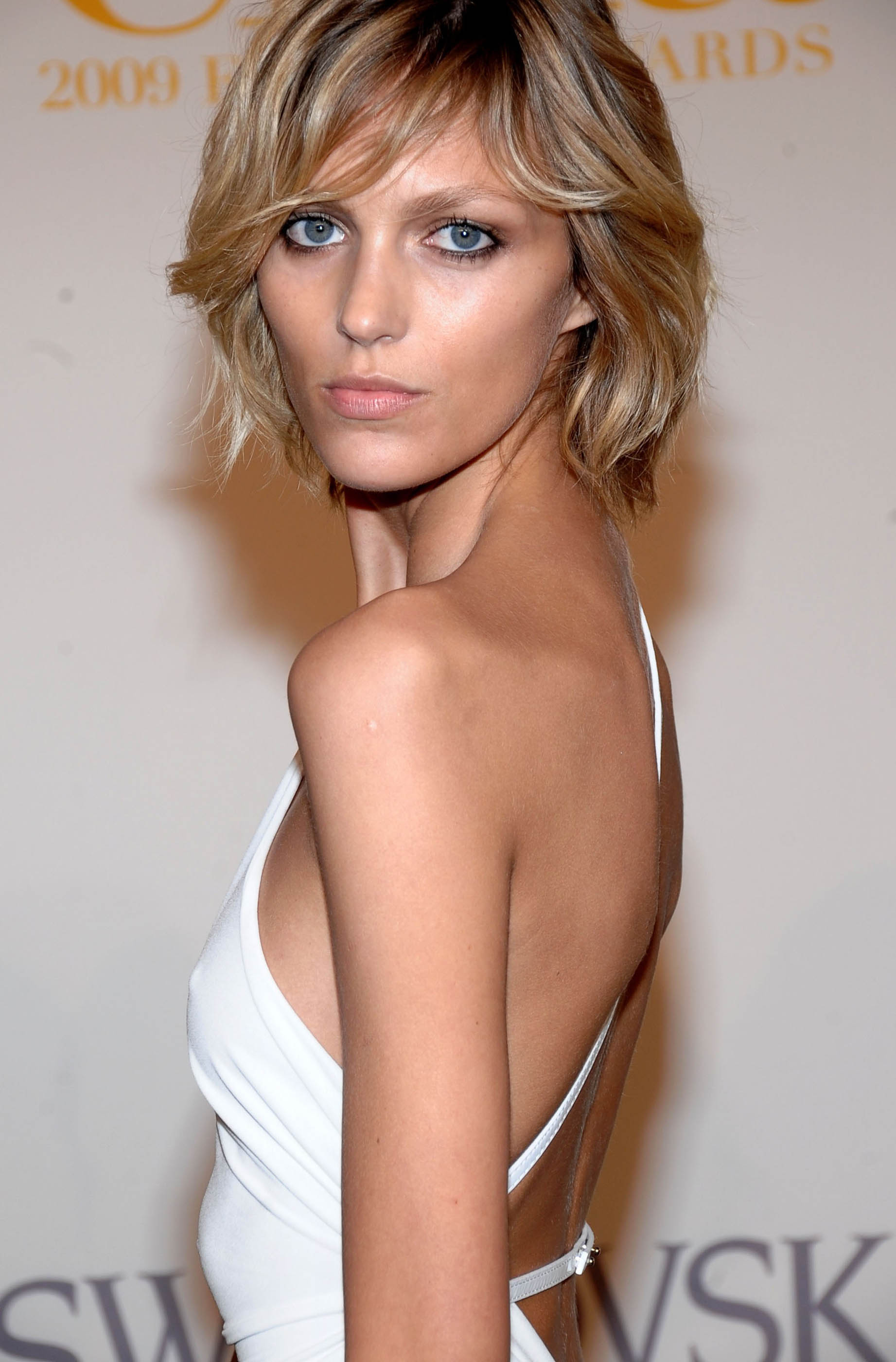 Anja Rubik earned a  million dollar salary, leaving the net worth at 10 million in 2017