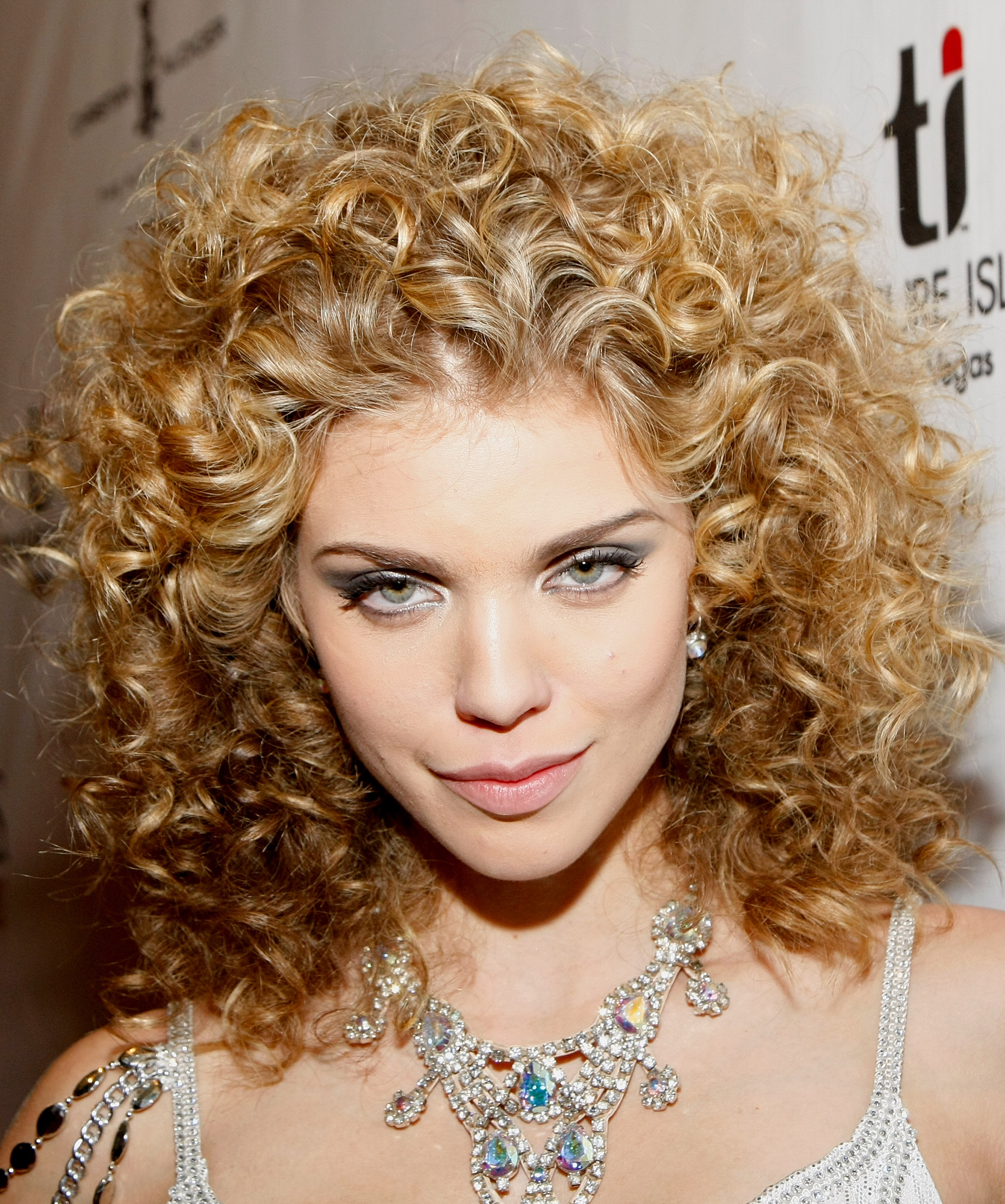 Annalynne Mccord Photo 1086 Of 1405 Pics Wallpaper