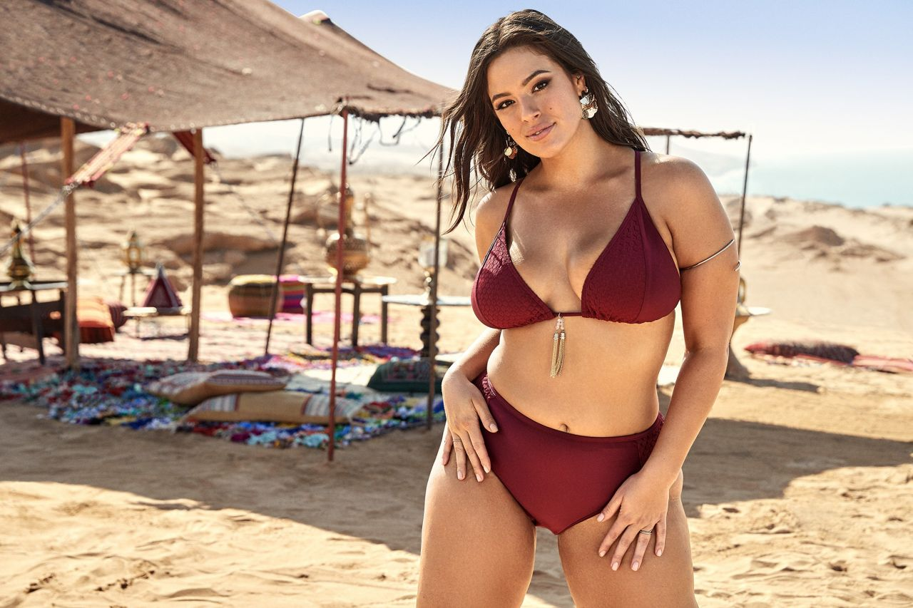 First timer Ashley Graham takes her time in exposing her all natural hooters  971043