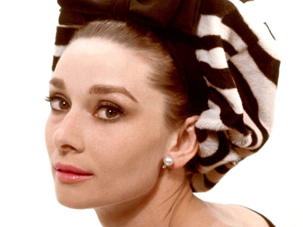 Audrey Hepburn - Wallpaper Image