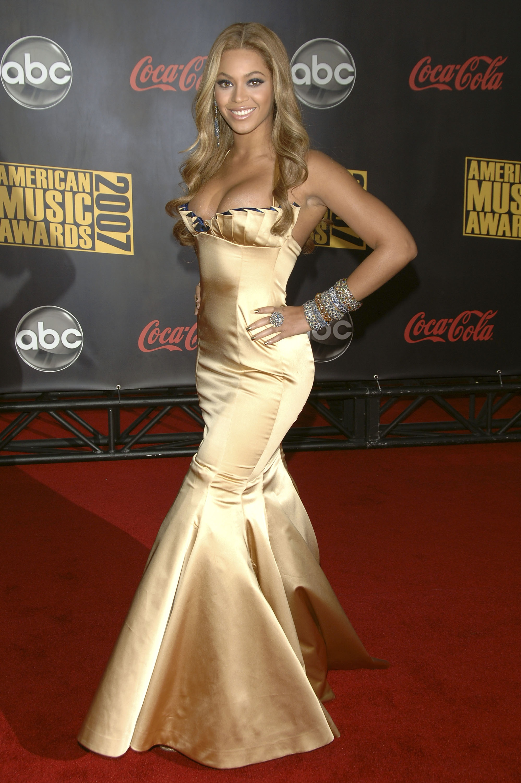 Beyonce Knowles Photos Photos - 2006 American Music Awards