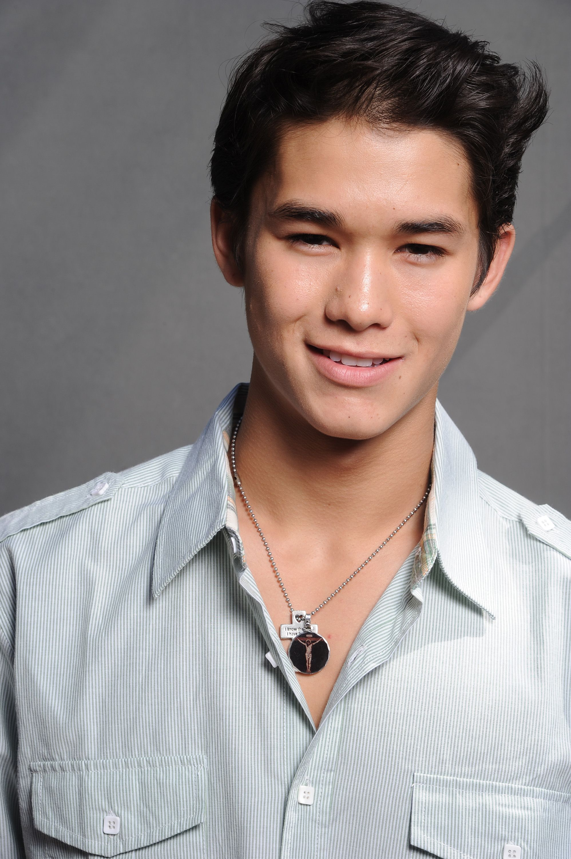The 23-year old son of father Nils Allen Stewart and mother Renee Stewart, 165 cm tall Booboo Stewart in 2017 photo