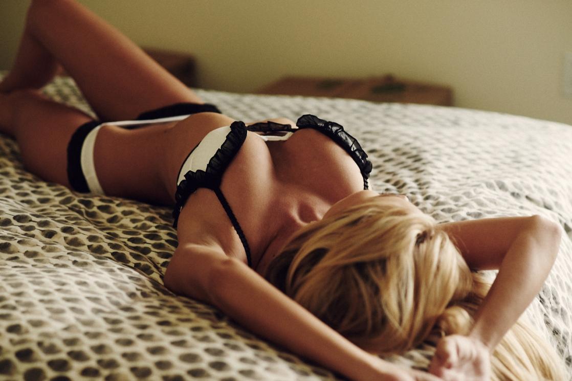 Фото блондинки в домашних условиях в нижнем белье