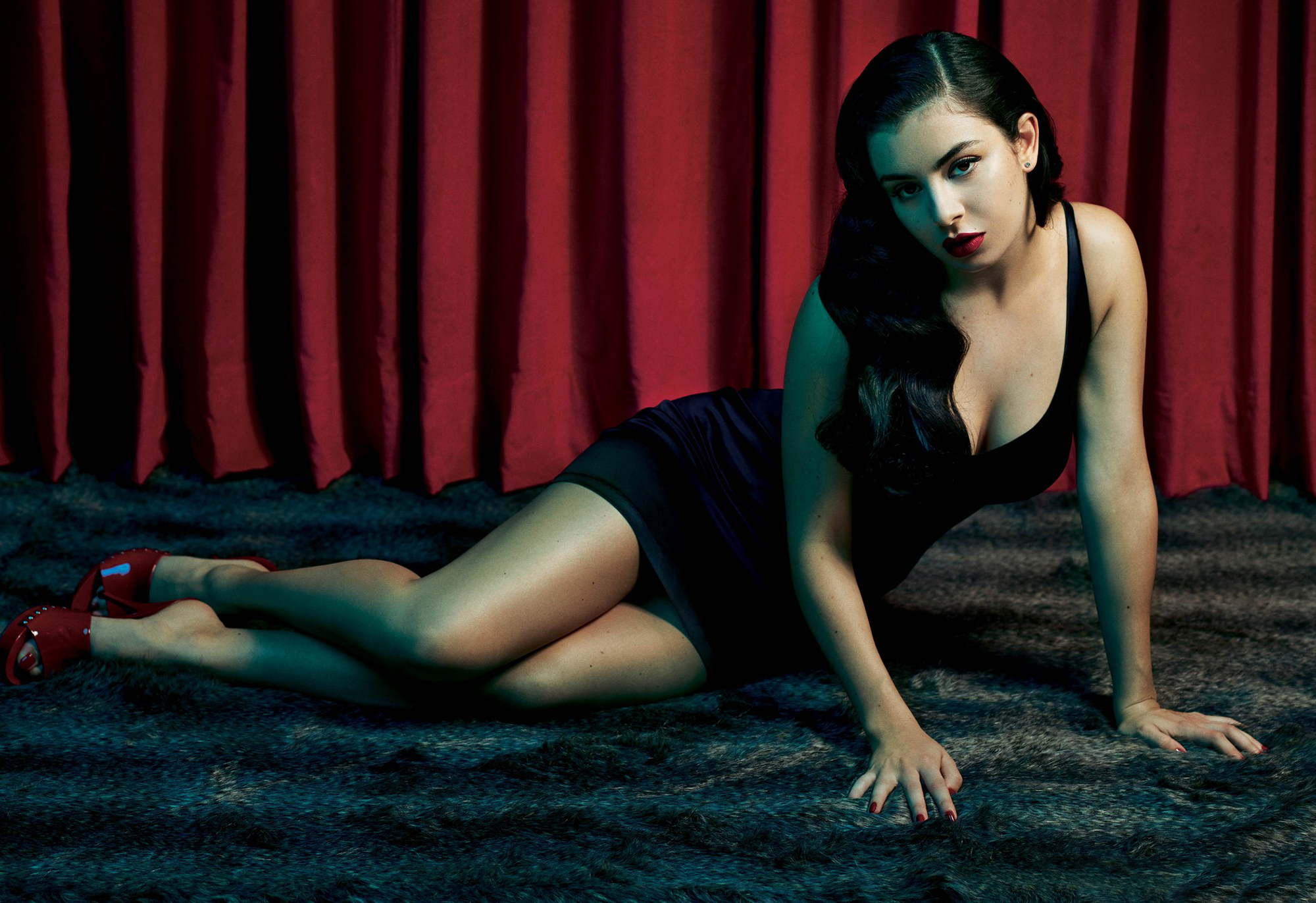 Charli xcx photo gallery high quality pics of charli xcx for Lindsay aitchison