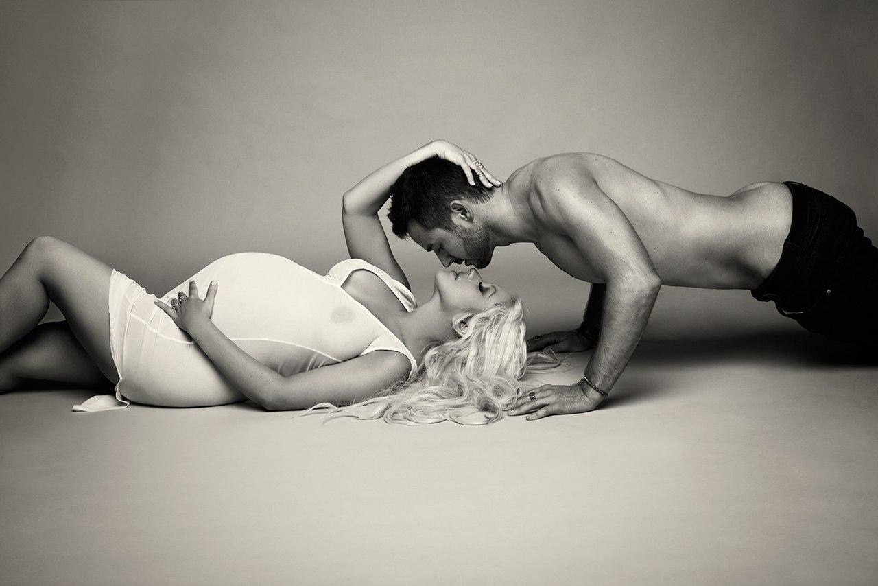 Сексуальная жена фотографируется голой для мужа  499397