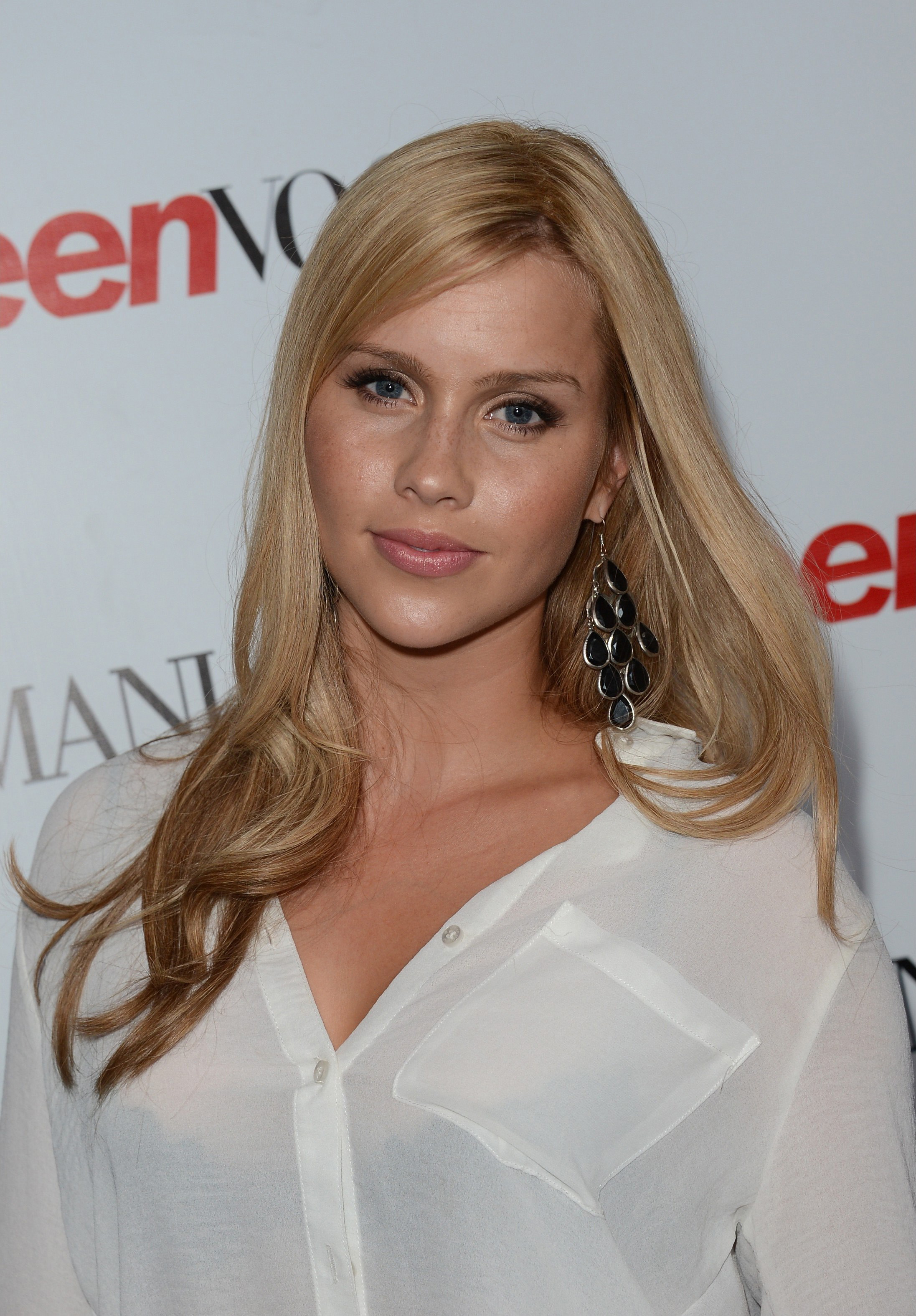 The 28-year old daughter of father (?) and mother(?), 170 cm tall Claire Holt in 2017 photo