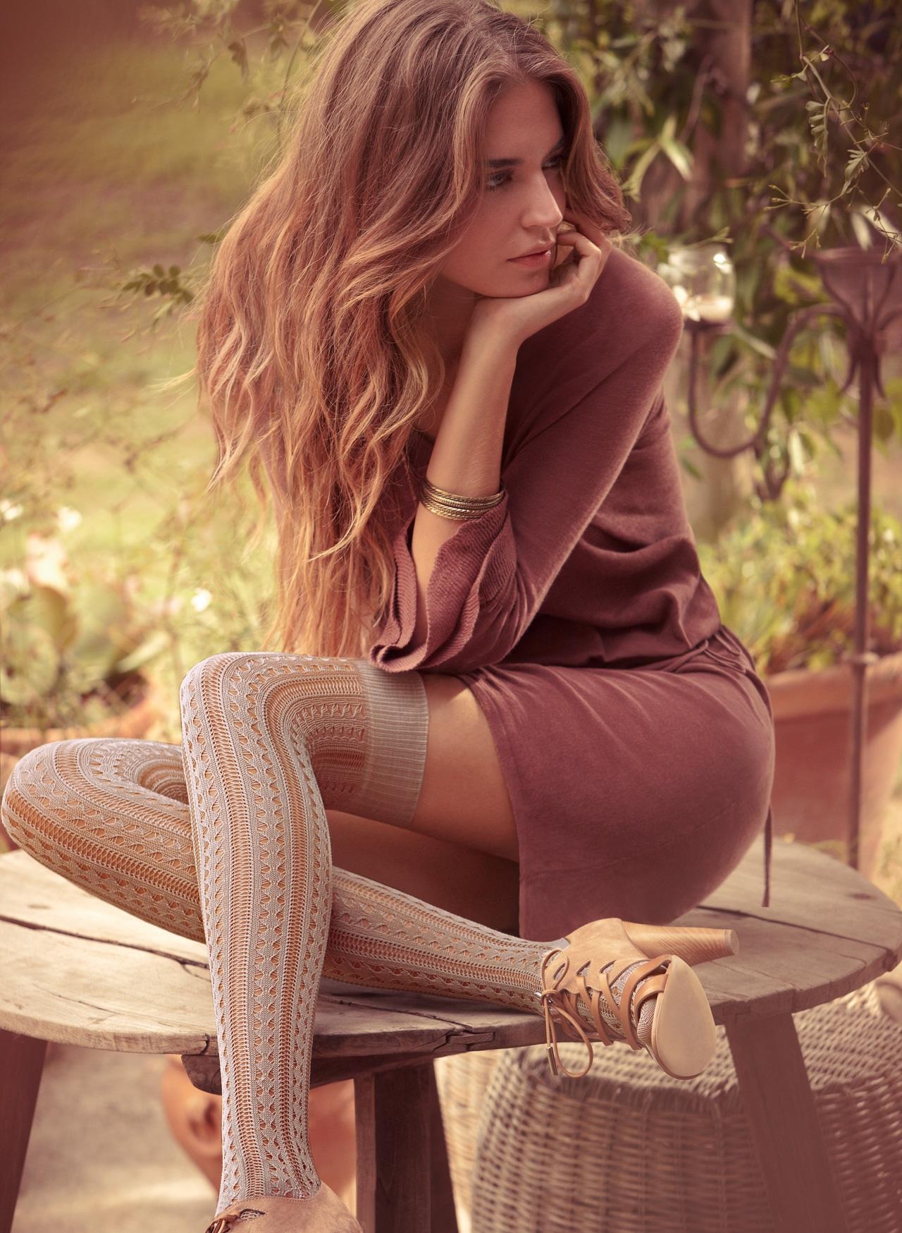 Фото девушек со спины в носках 6 фотография