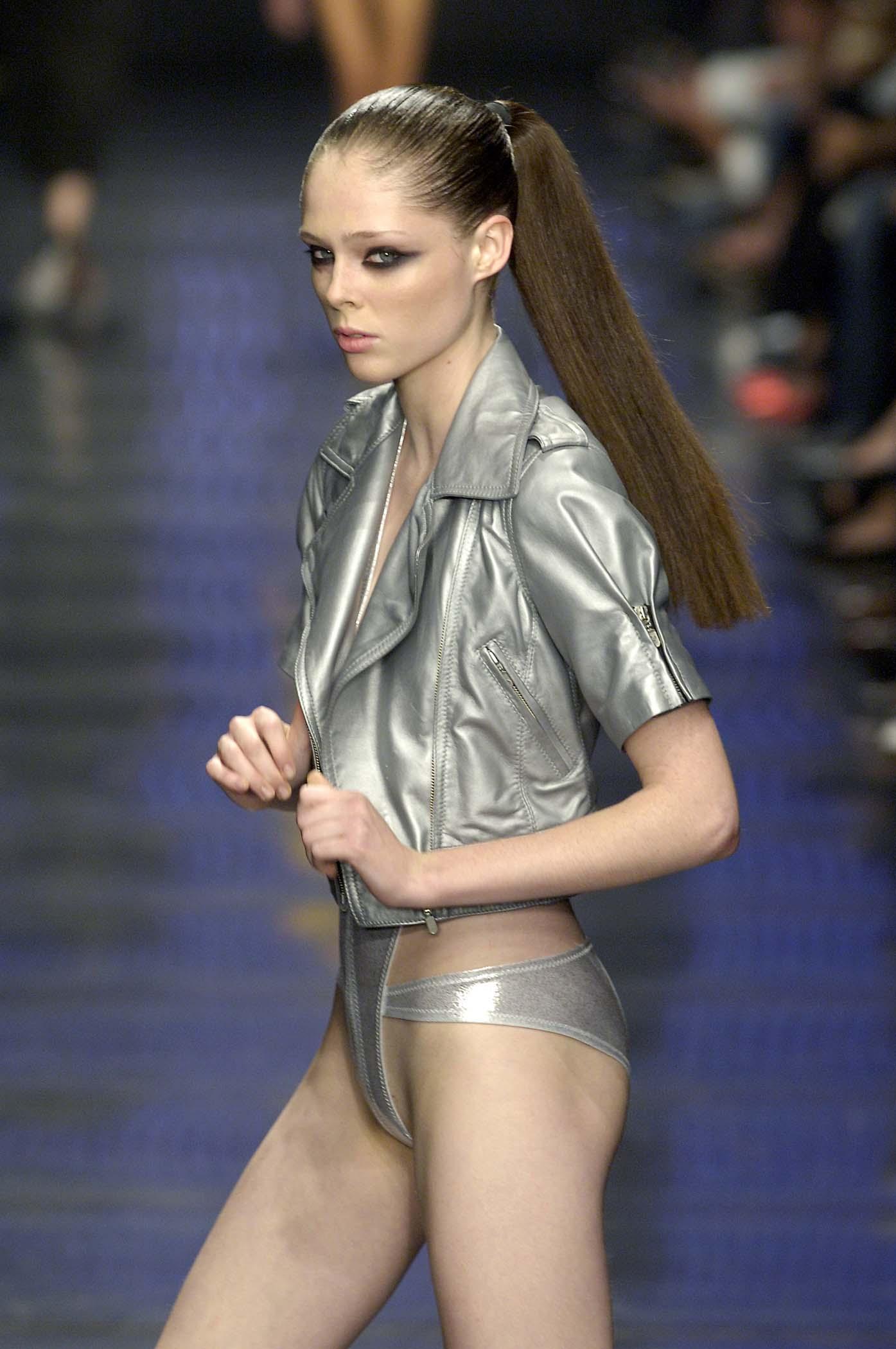 Coco Rocha nackt nackt, Topless vollschlanker Frauenakt