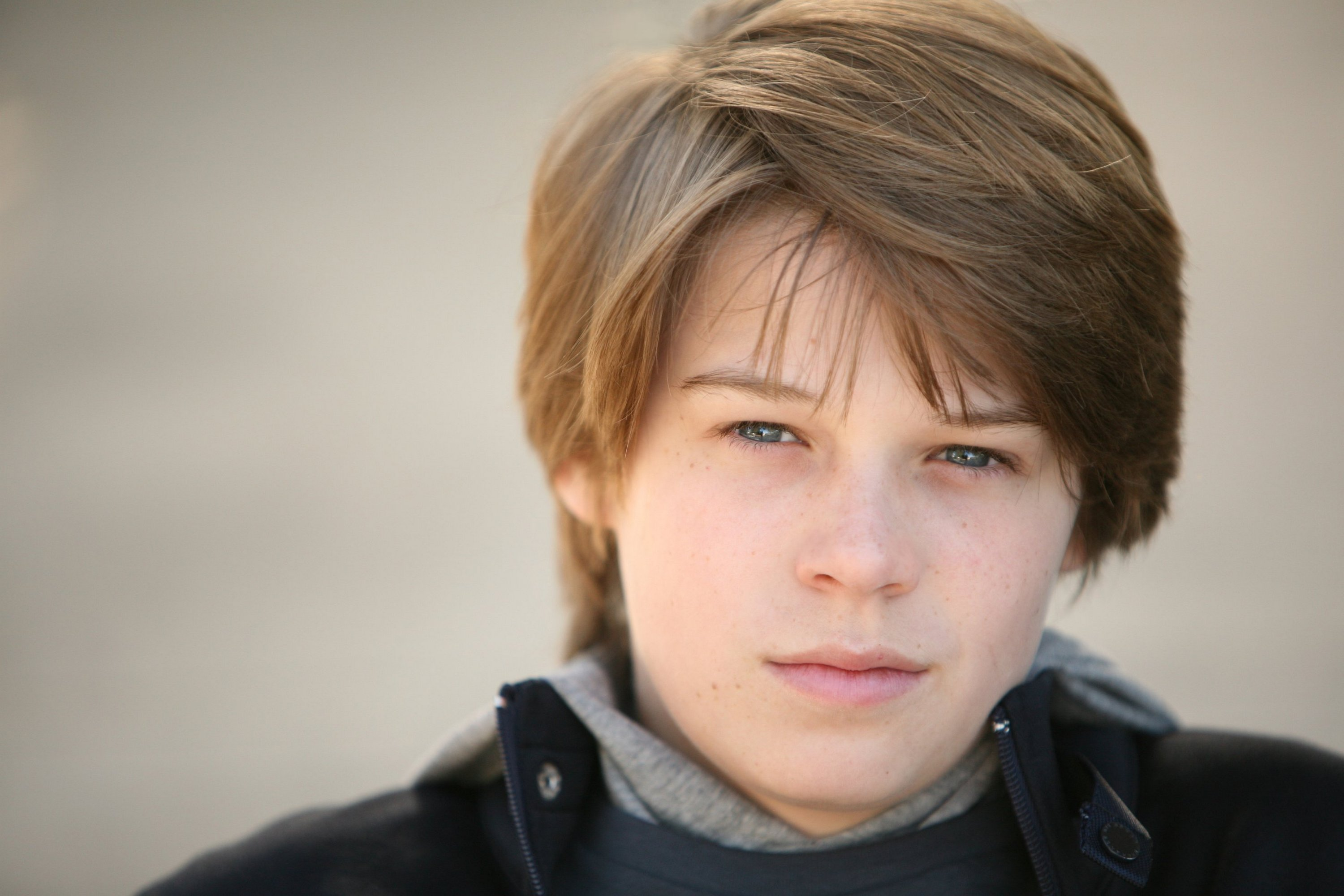 The 20-year old son of father (?) and mother(?), 168 cm tall Colin Ford in 2017 photo
