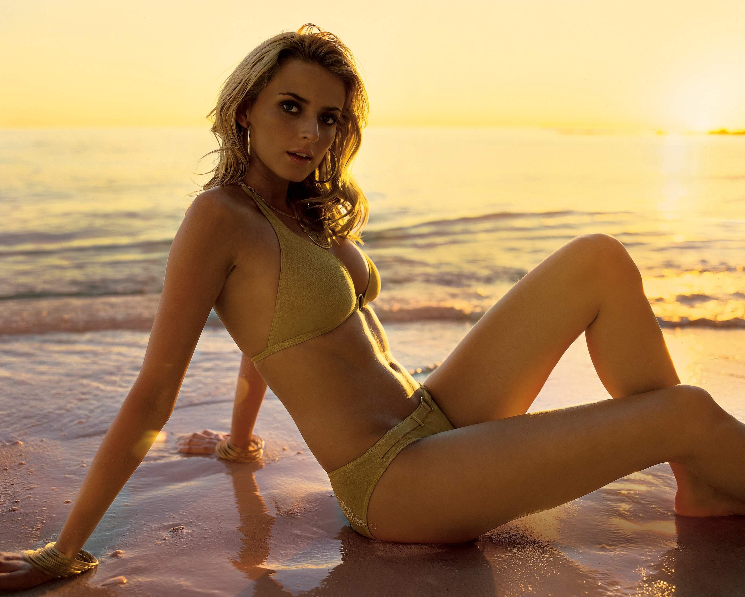 Фото голых девочек на пляжу 15 фотография