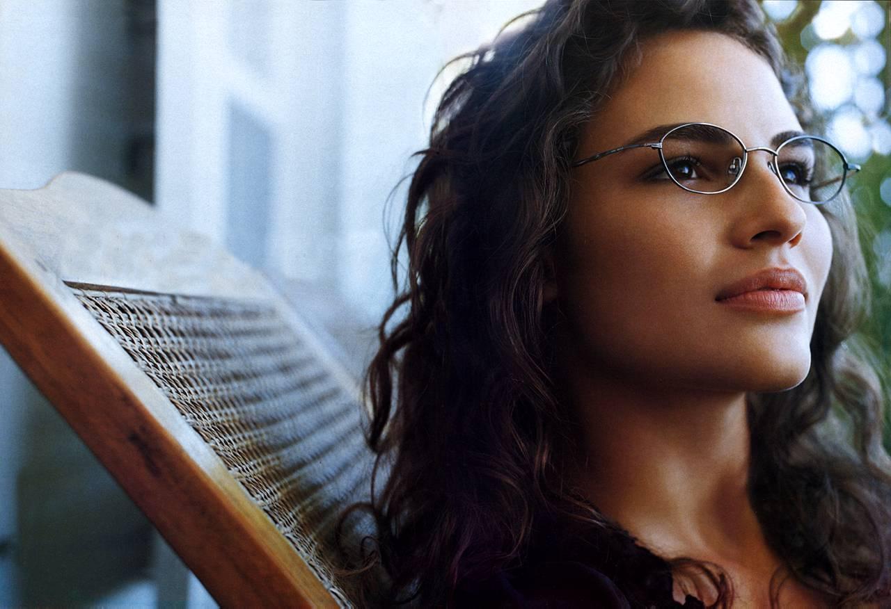 Brazilian Model Fernanda Tavares list