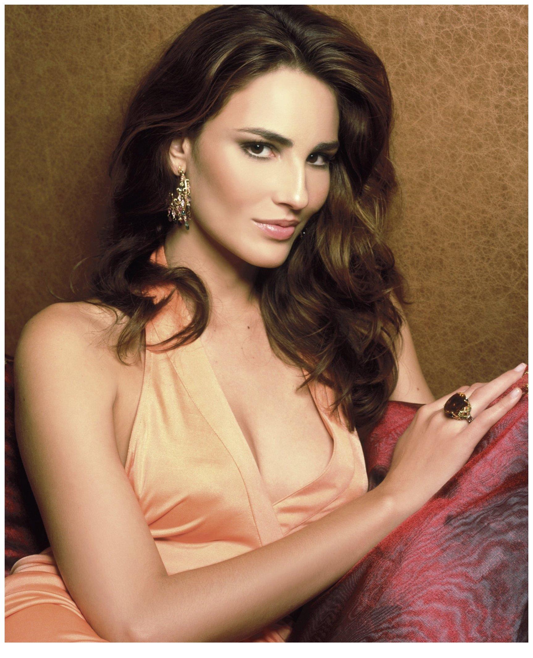 Photos of Model Fernanda Tavares | POPSUGAR Fashion