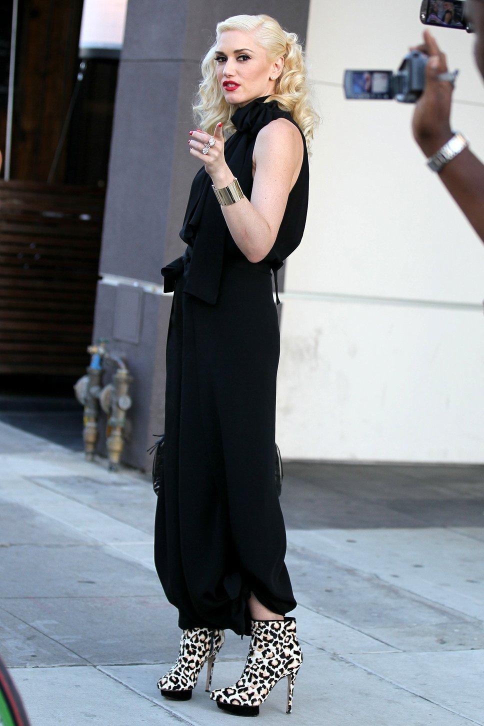 gwen stefani black j - Gwen Stefani