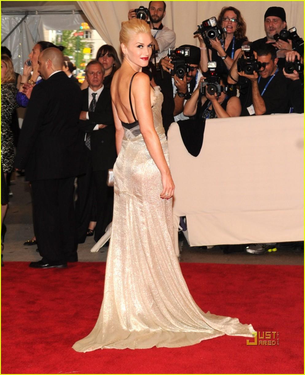 gwen stefani met bal - Gwen Stefani