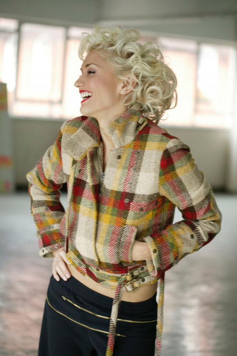 gwenycurl0100qh - Gwen Stefani