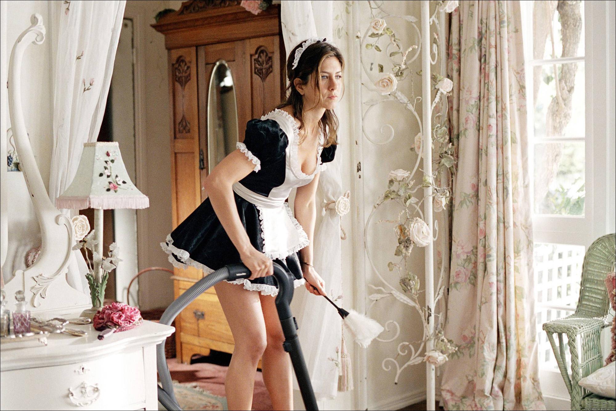 Раб убирает в доме госпожи 12 фотография