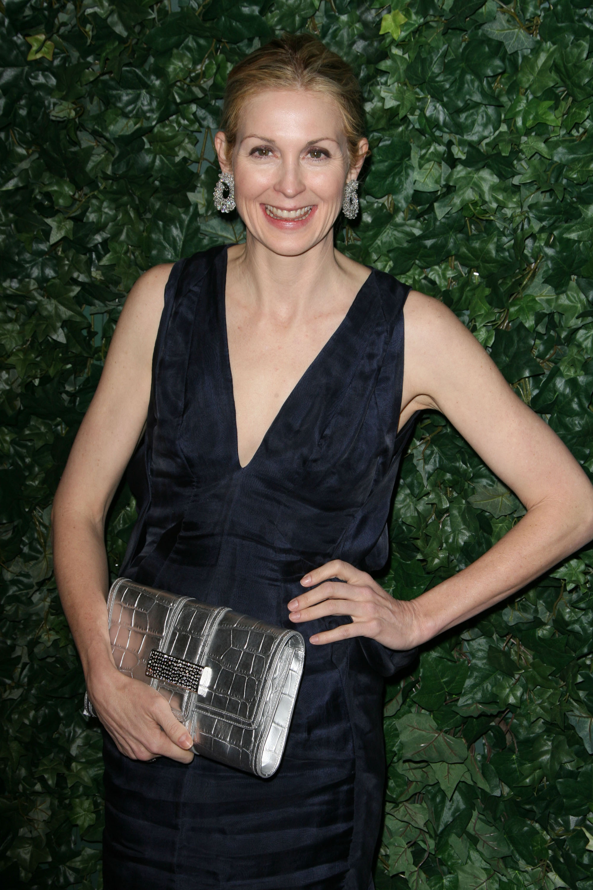 kelly rutherford dating Kelly rutherford's ex sues vanity fair for defamation by page six team kelly rutherford's ex-husband daniel giersch is suing vanity fair for defamation.