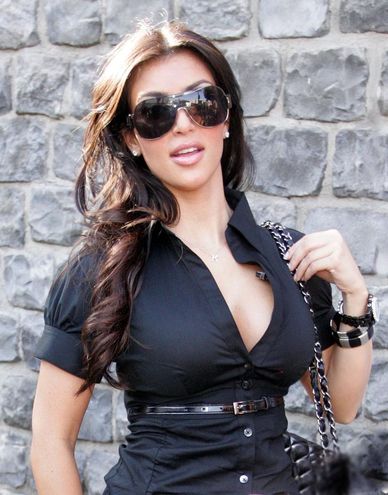 [IMG]http://www.theplace2.ru/archive/kim_kardashian/img/2746776172_image0011.jpg[/IMG]