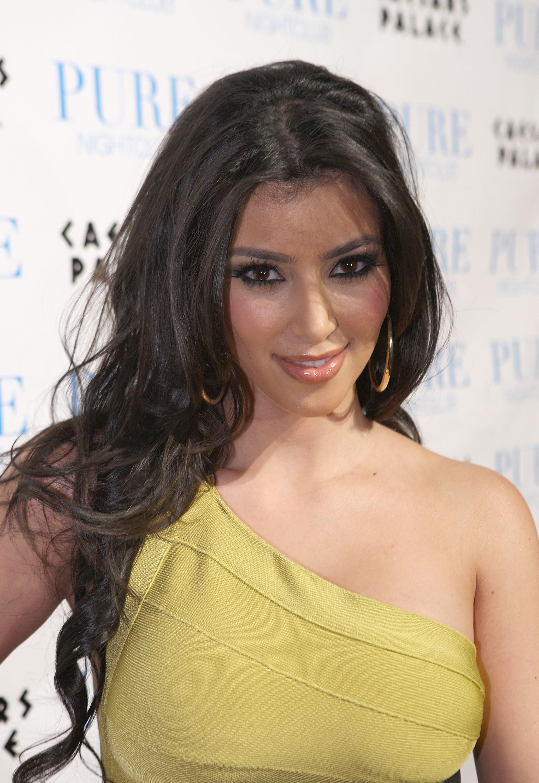 http://www.theplace2.ru/archive/kim_kardashian/img/45456_Kim_Kardashian-Khloe_Kar.jpg