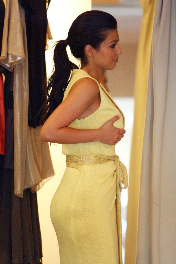 [IMG]http://www.theplace2.ru/archive/kim_kardashian/img/kim_kardashian_13.jpg[/IMG]