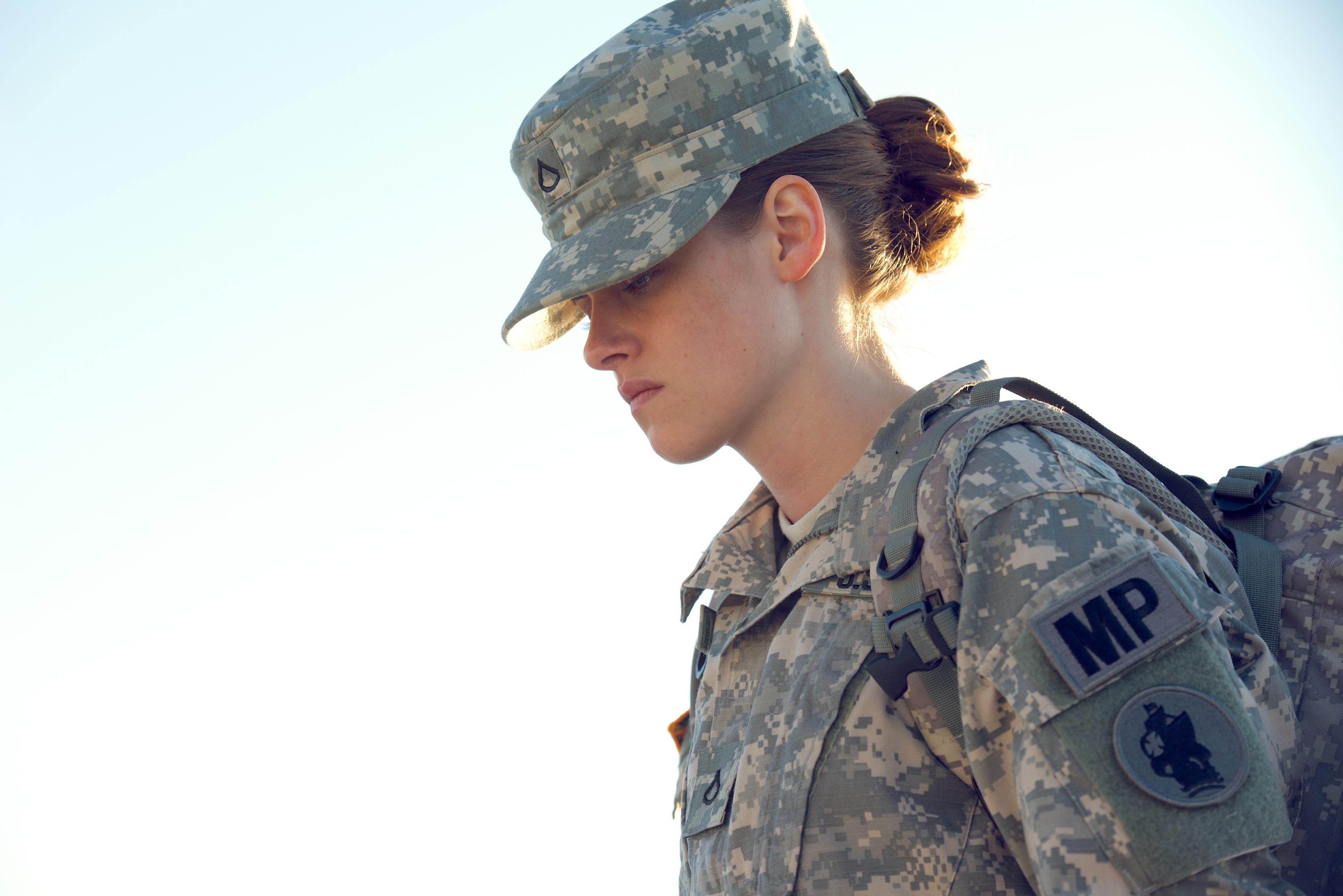 Русская девушка в военной форме 22 фотография