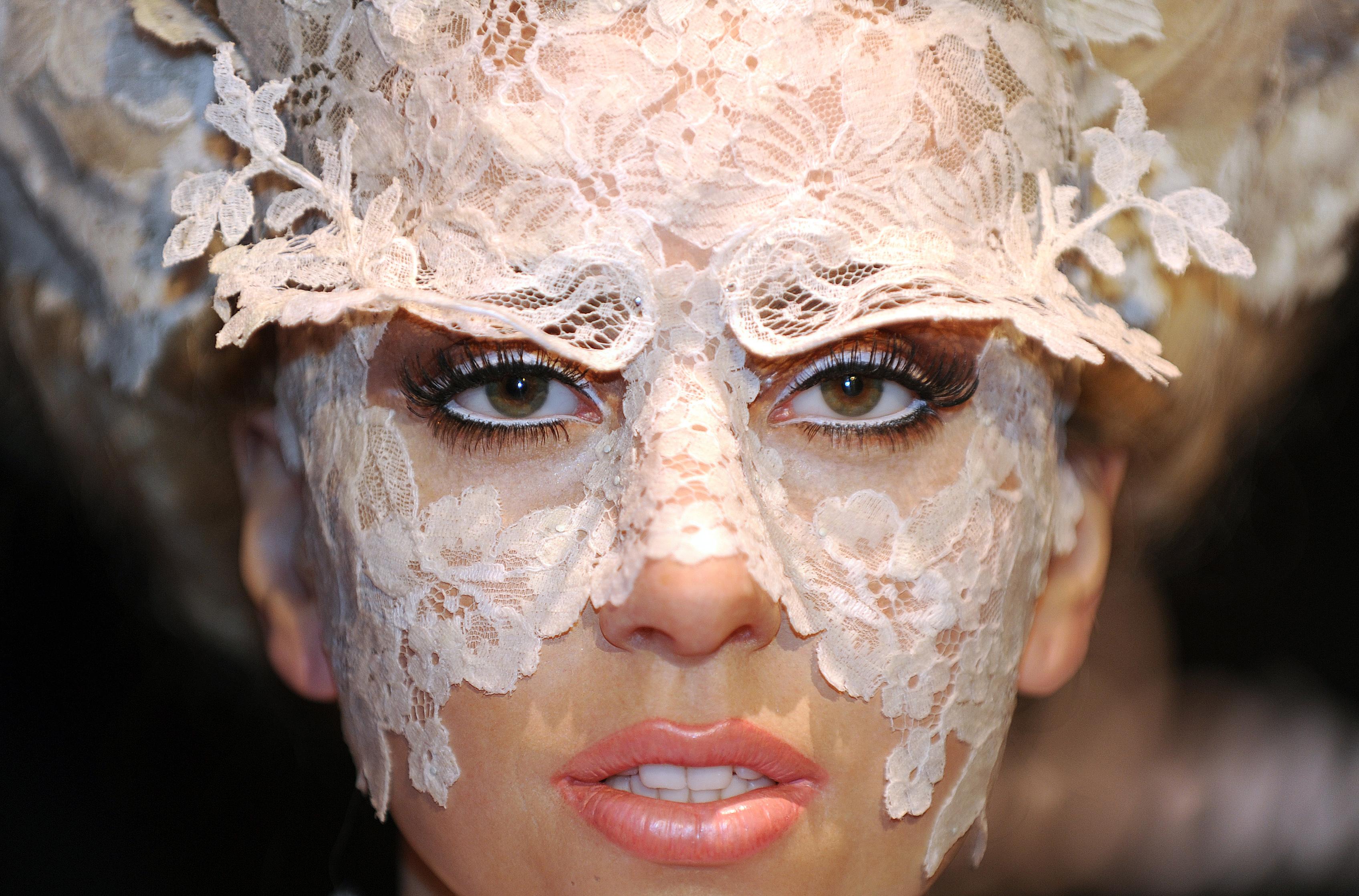 http://www.theplace2.ru/archive/lady_gaga/img/lady_gaga_by_gabriel_bouys.jpg