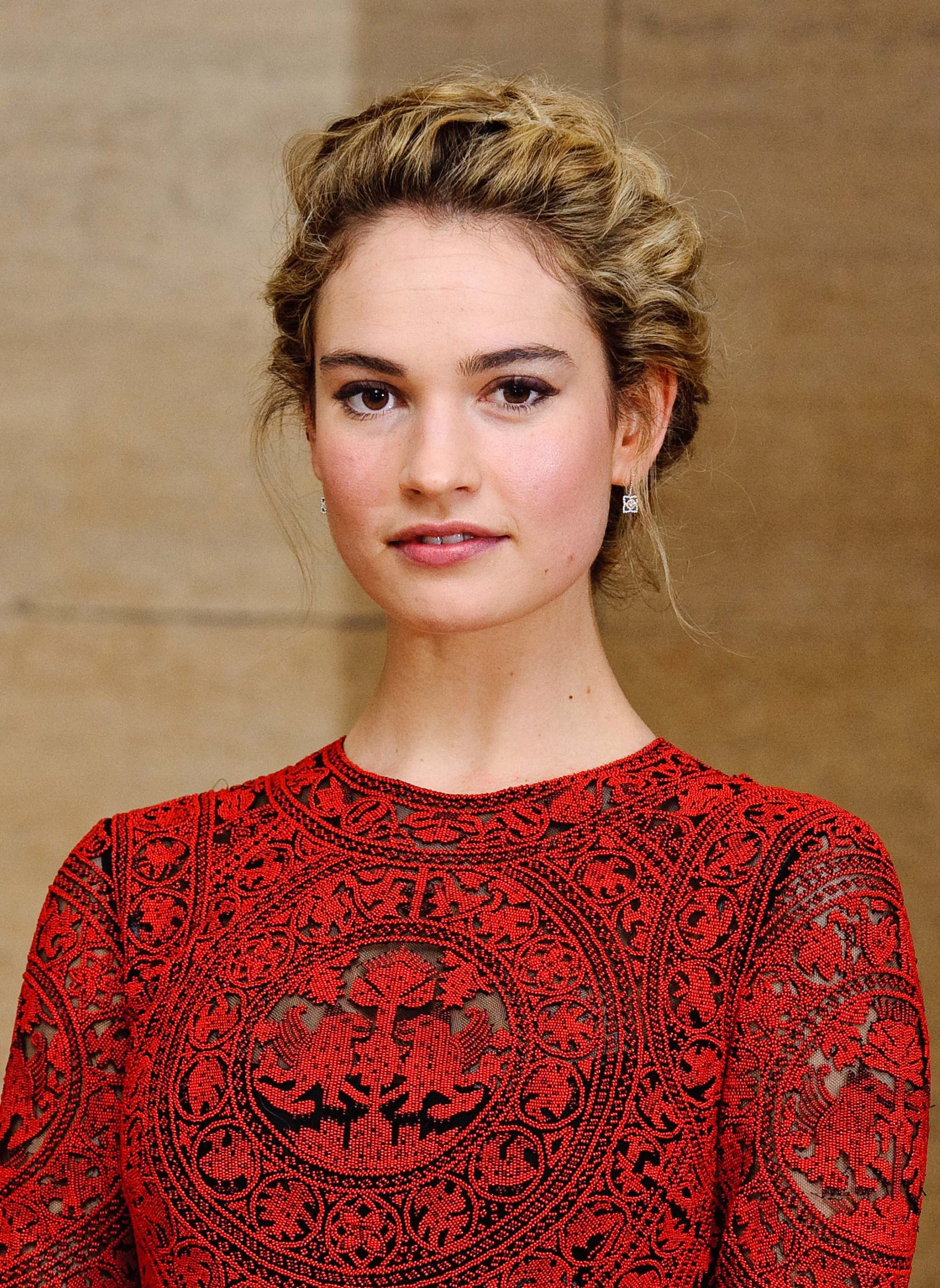 Lily James Photo 1 Of 365 Pics Wallpaper Photo 730491