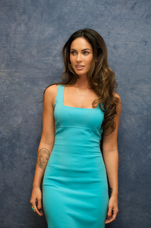 Фото меган фокс в платье