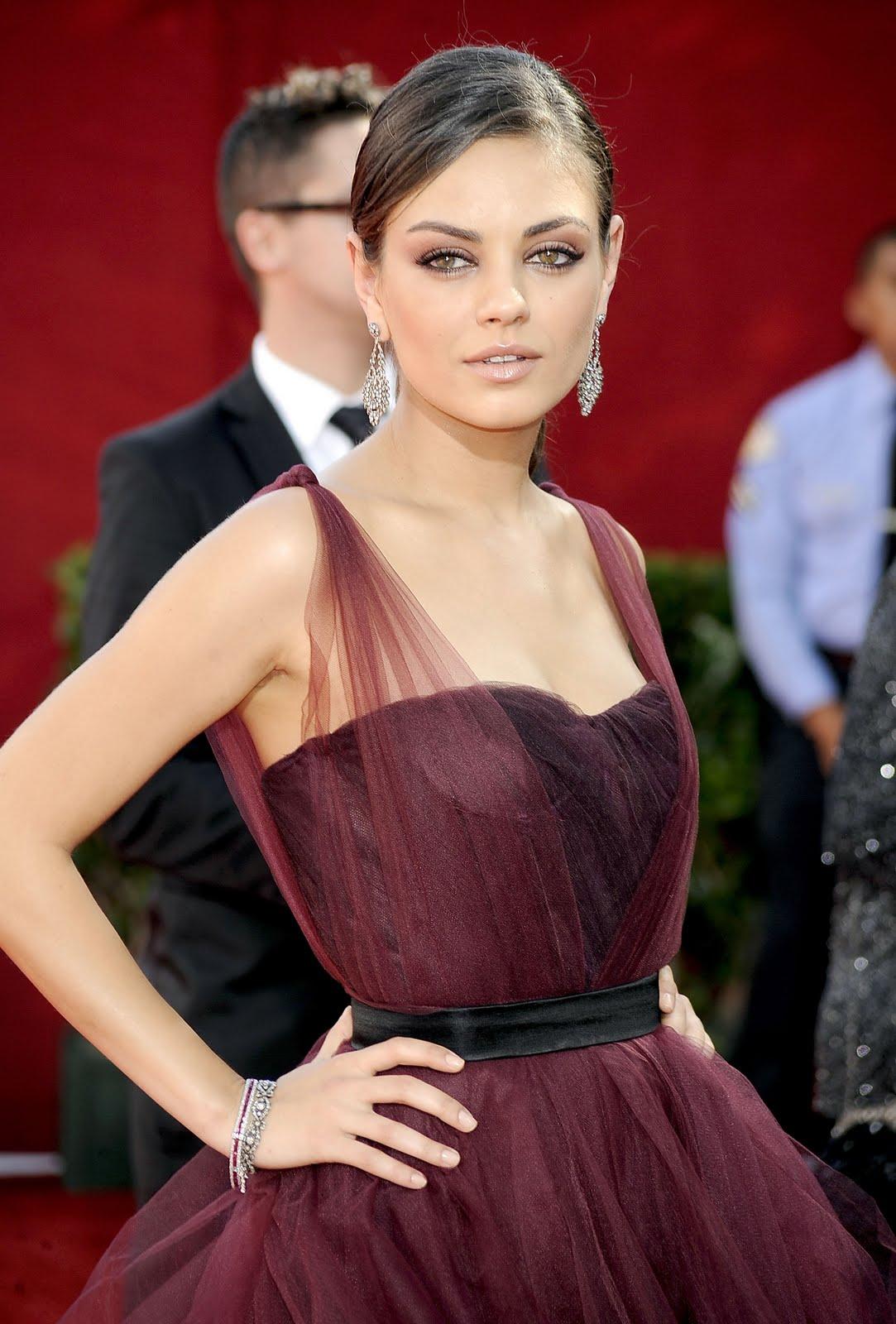 Макияж под платье бордового цвета