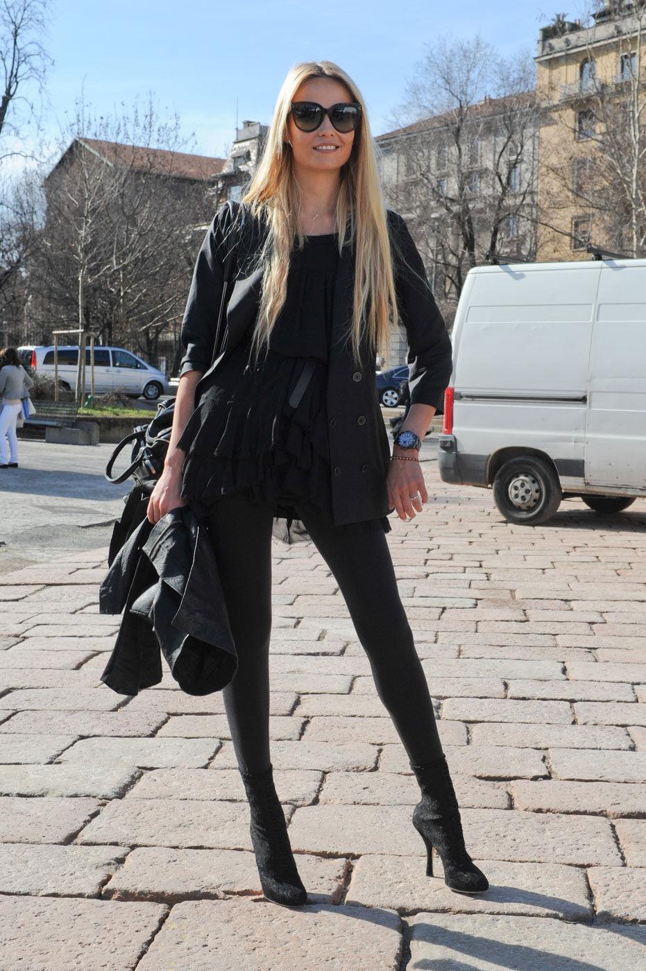 Фото красивых блондинках в брюках 3 фотография