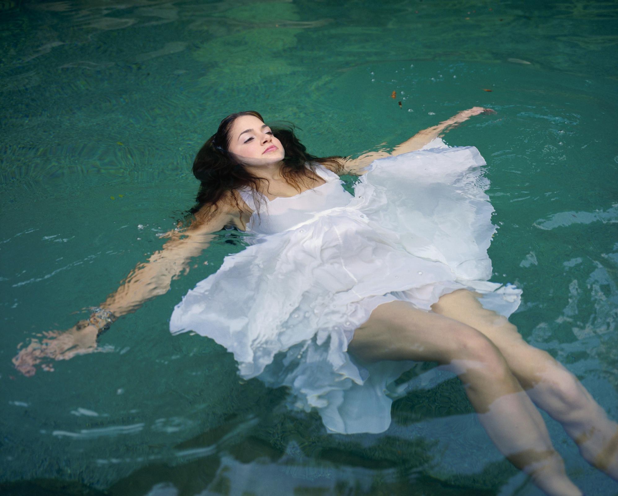 Фото девушки в воде 1 фотография