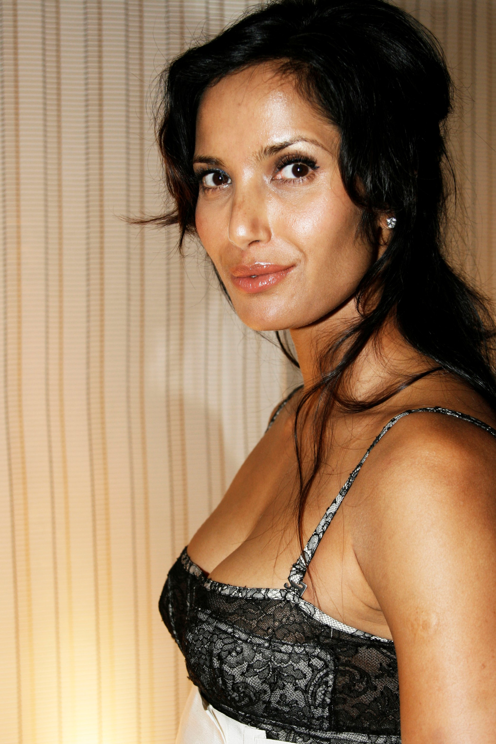 Padma Lakshmi - Wallpaper Actress