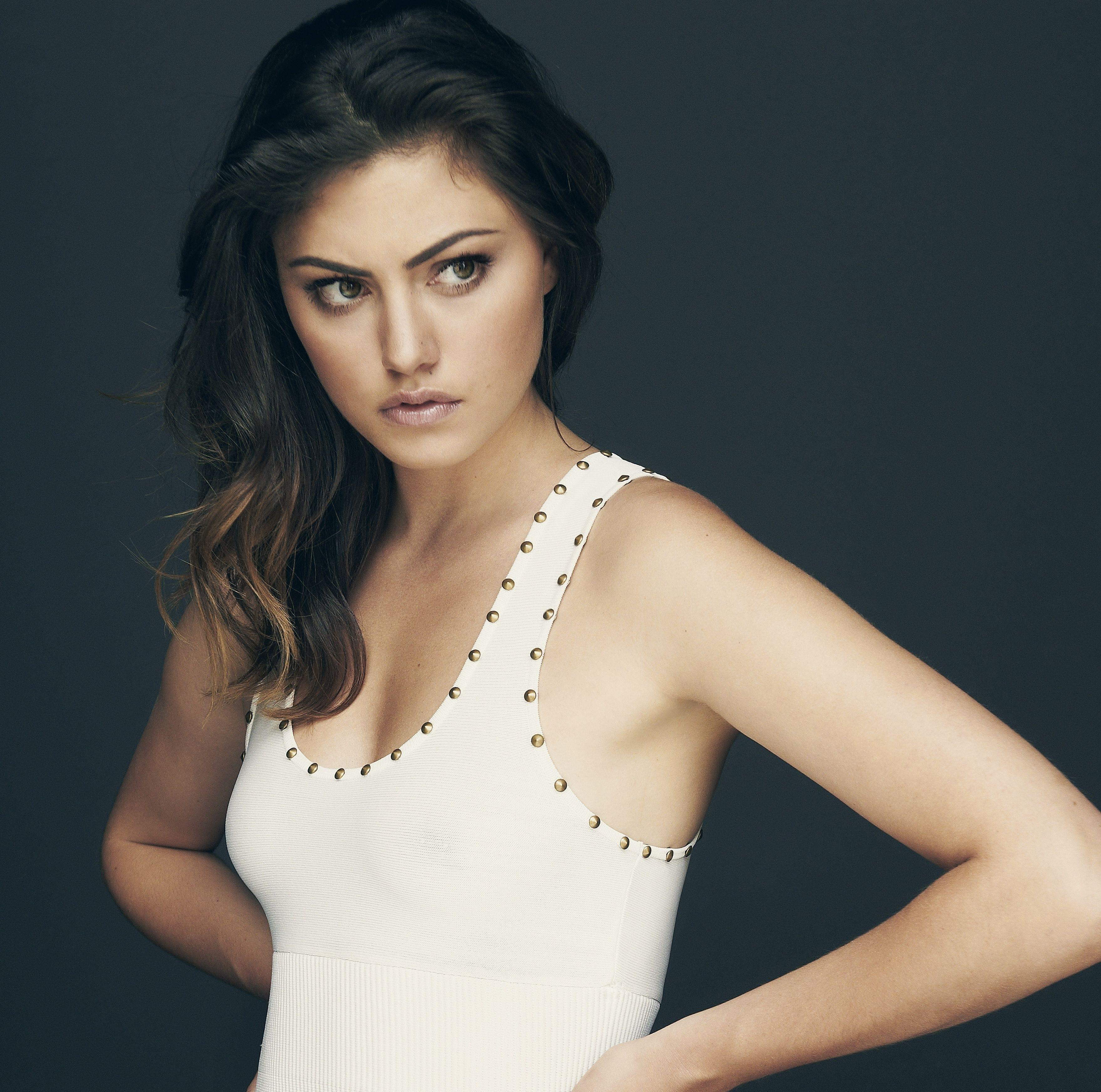 Are phoebe tonkin and paul wesley still dating after 7 9
