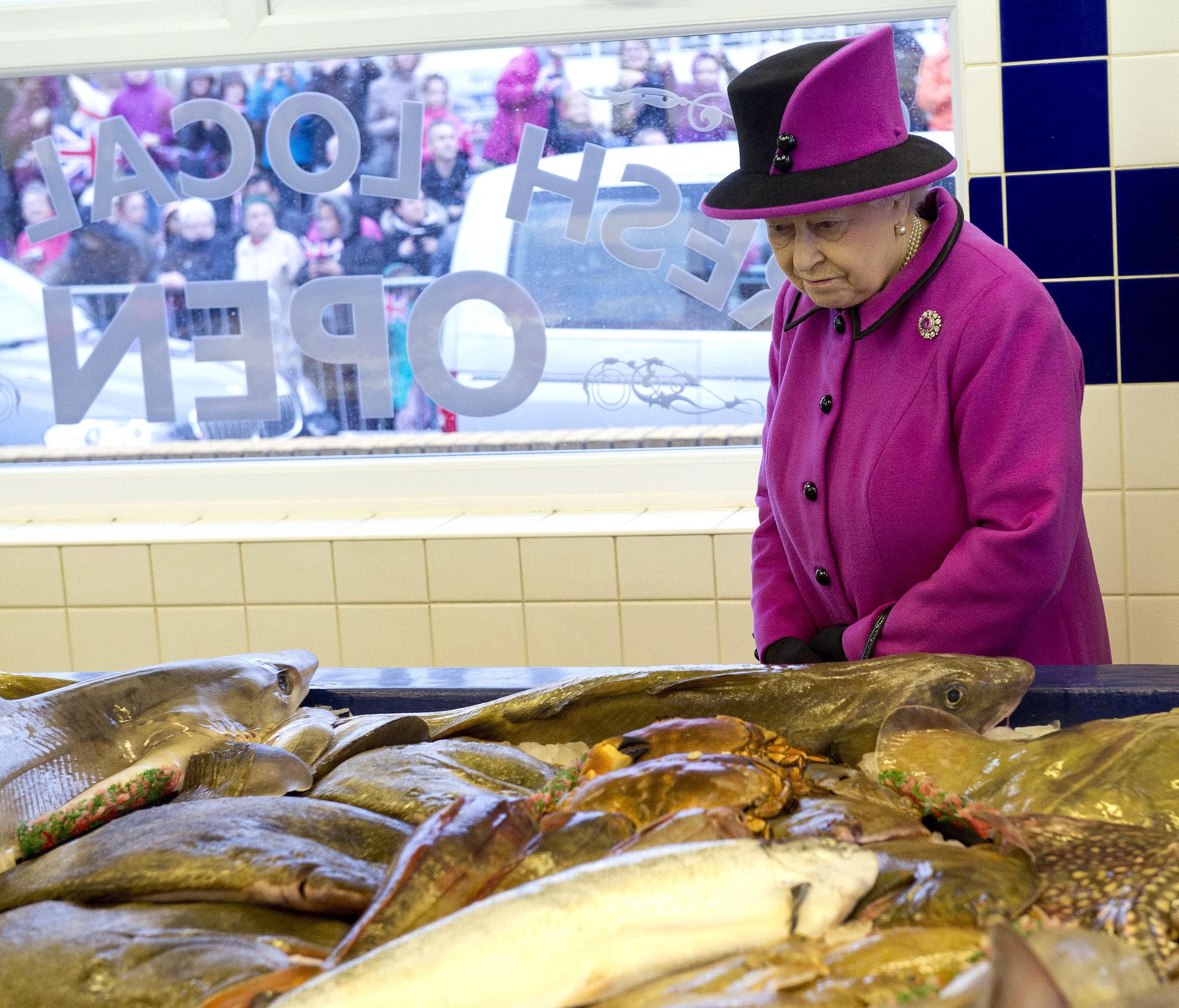 Queen elizabeth ll photo 220 of 300 pics wallpaper for Fish market queens