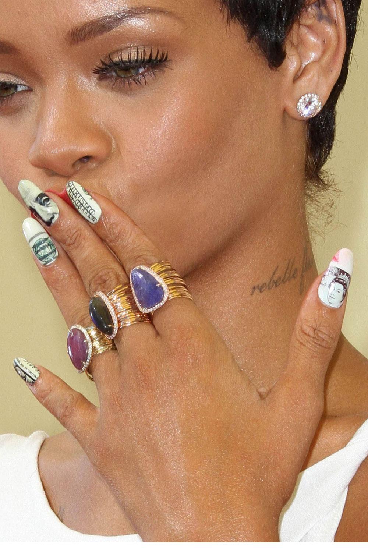 Дизайн ногтей у звезд