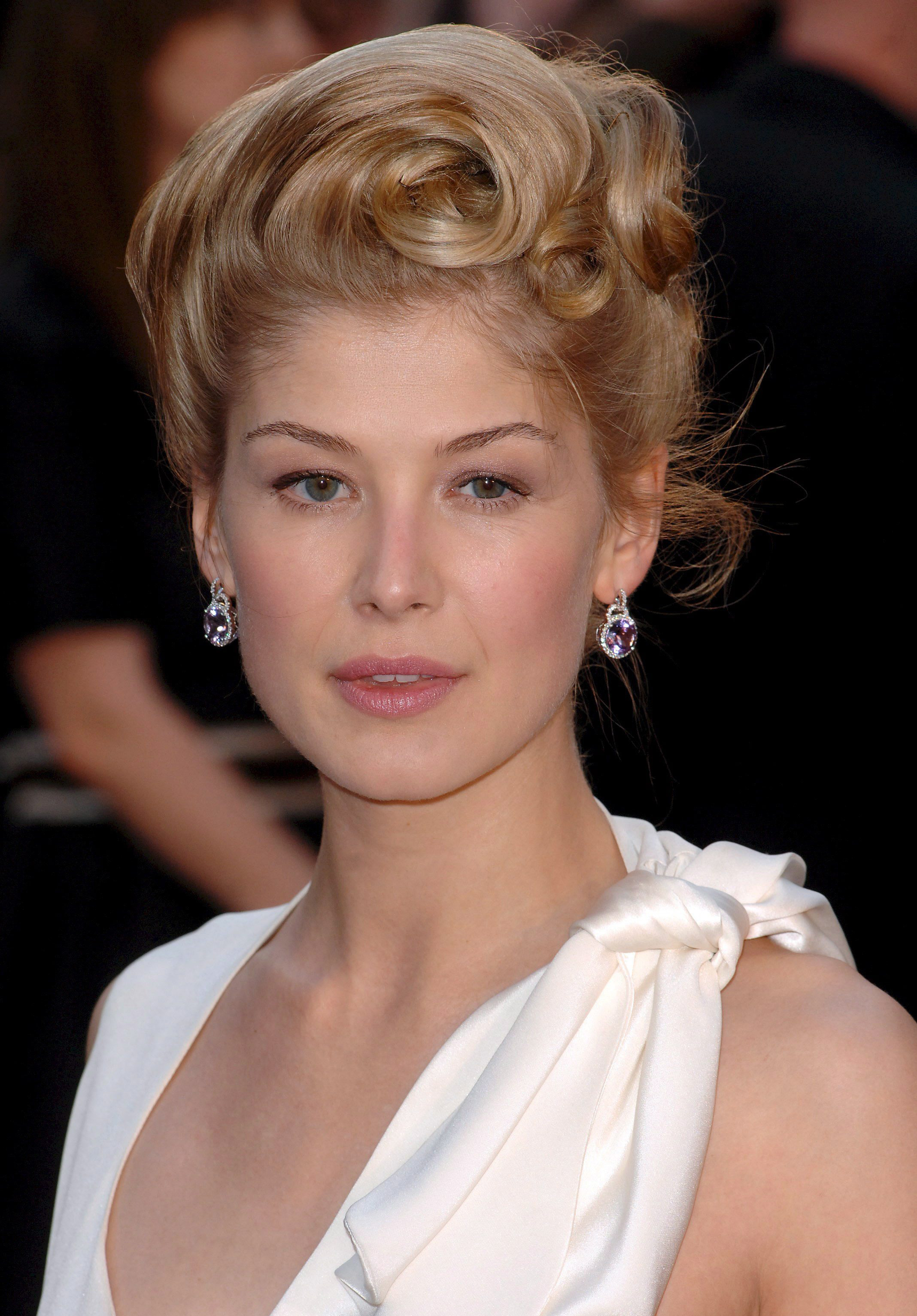 Rosamund Pike photo 10...