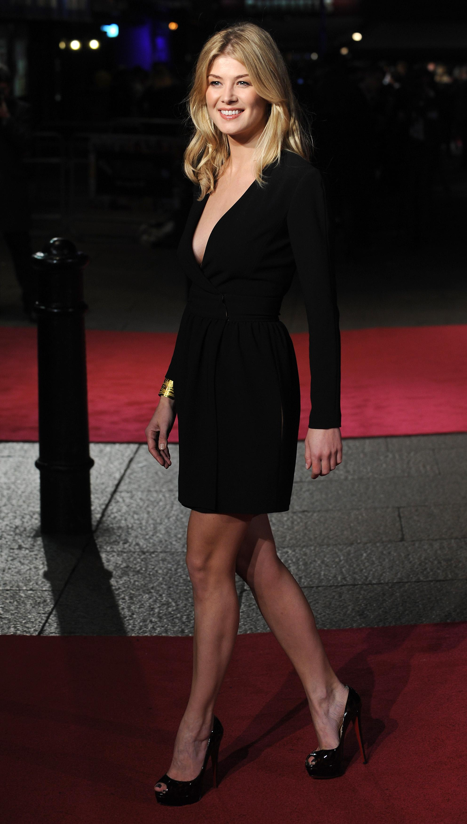 Rosamund Pike = an angel at the premiere of United Kingdom