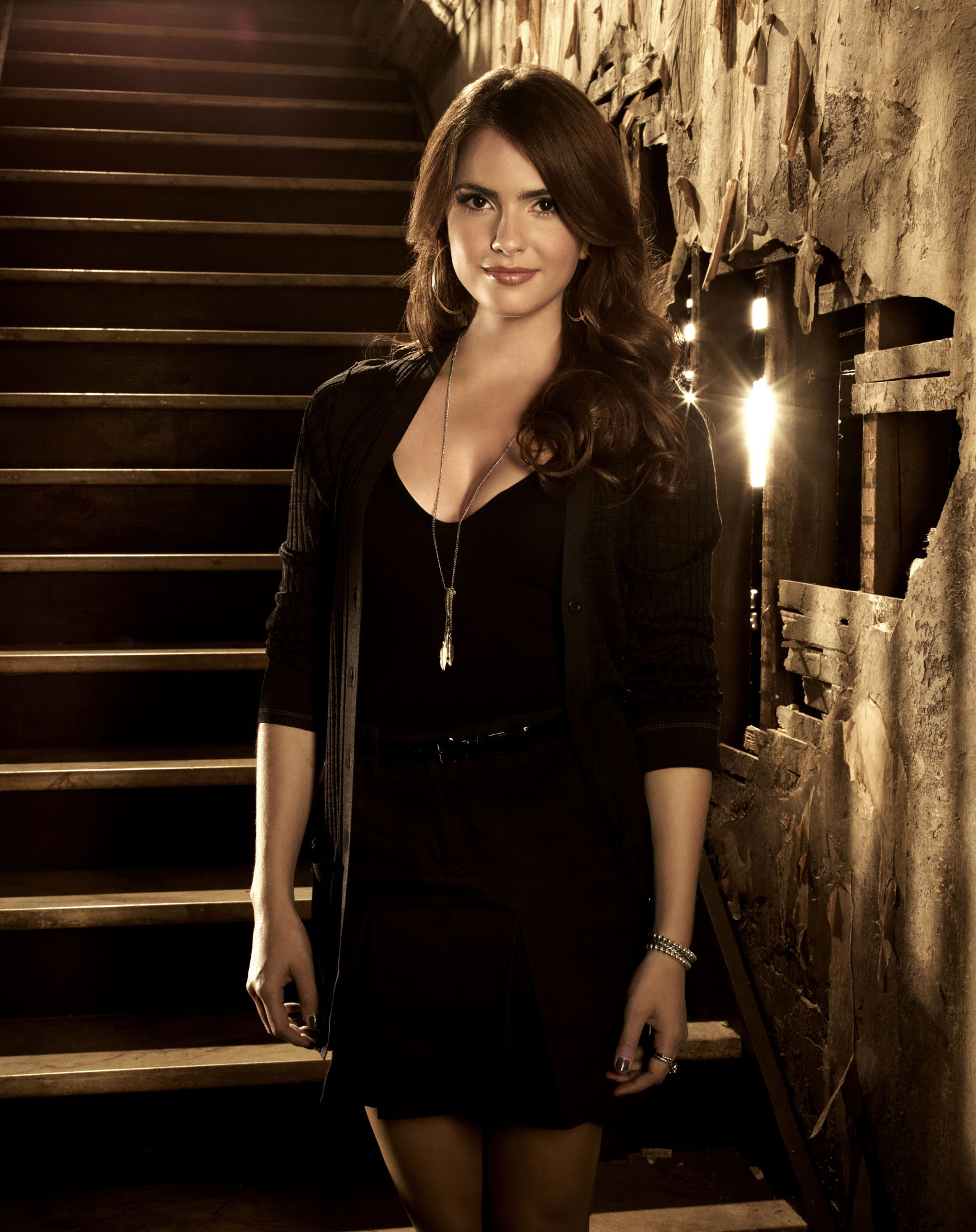 Shelley Hennig photo g...