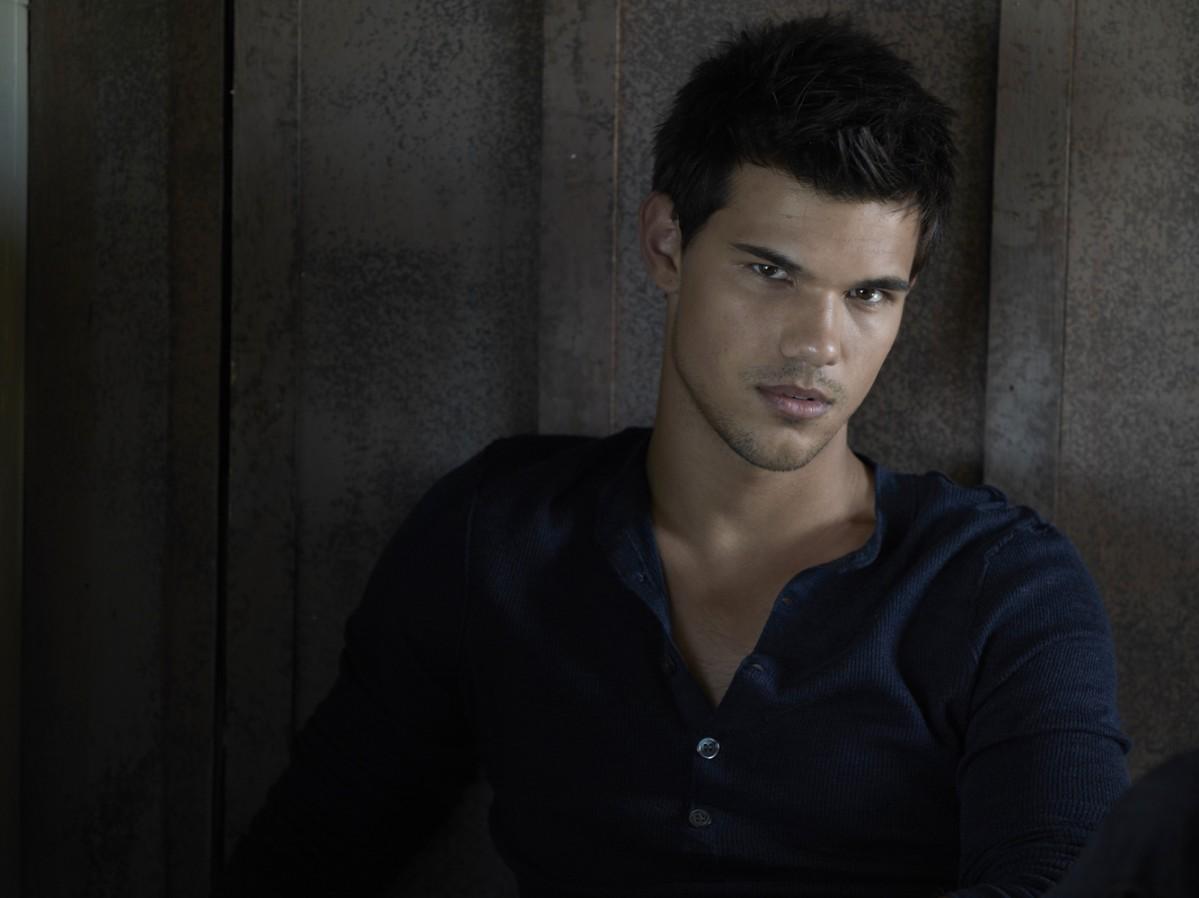 Taylor Lautner photo g... Taylor Lautner Date