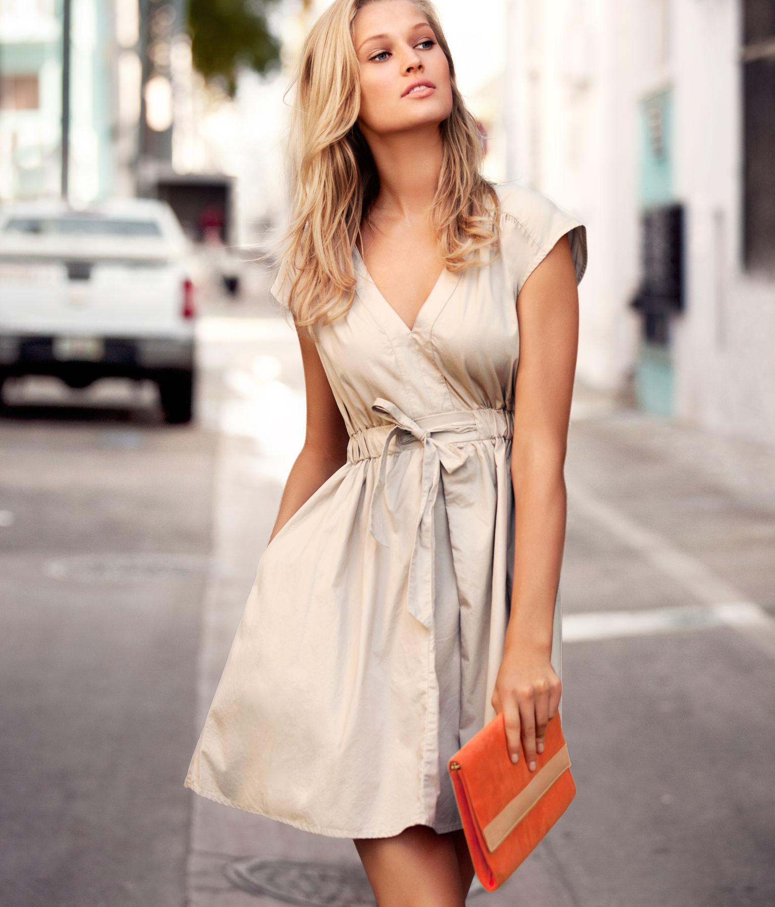 Фото девушек в летнем платье 12 фотография