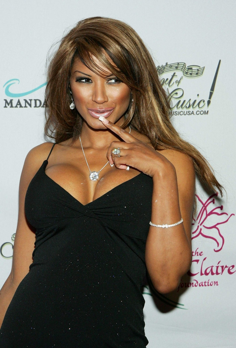 The 49-year old daughter of father (?) and mother(?), 170 cm tall Traci Bingham in 2017 photo