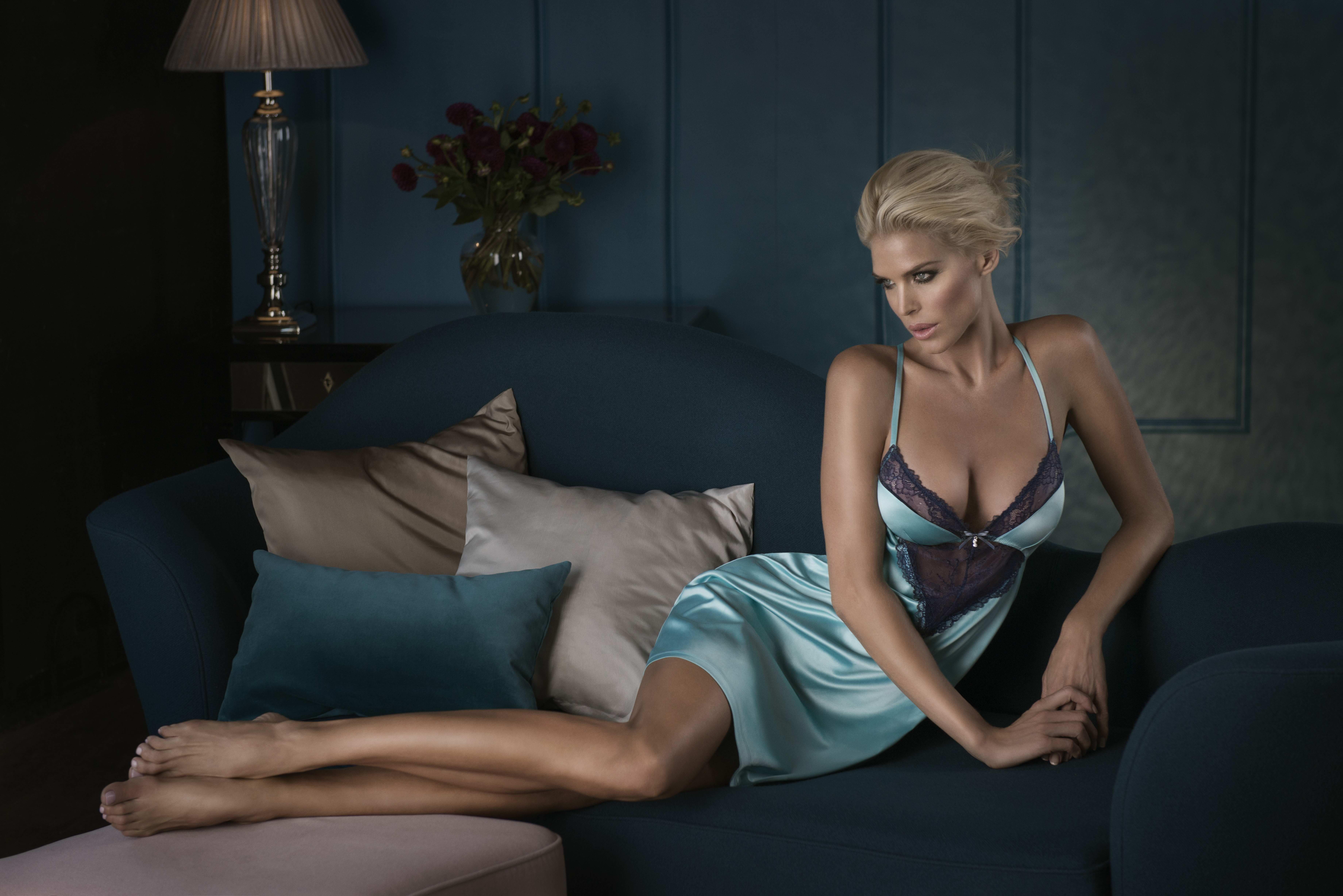 Couch Size Victoria Silvstedt Photo 181 Of 385 Pics Wallpaper