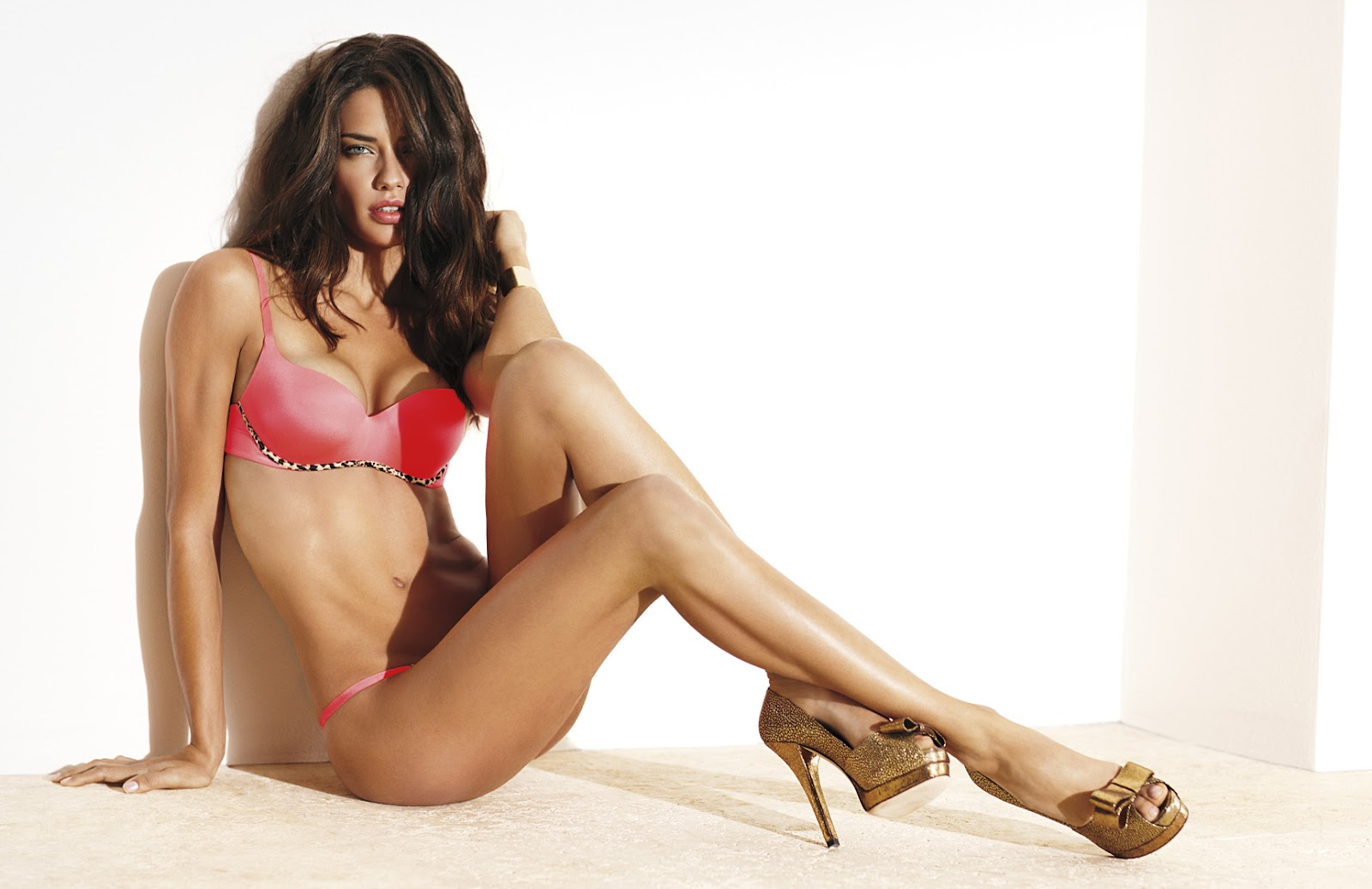 Adriana Lima photo 3847 of 6356 pics, wallpaper - photo ... Monica Bellucci