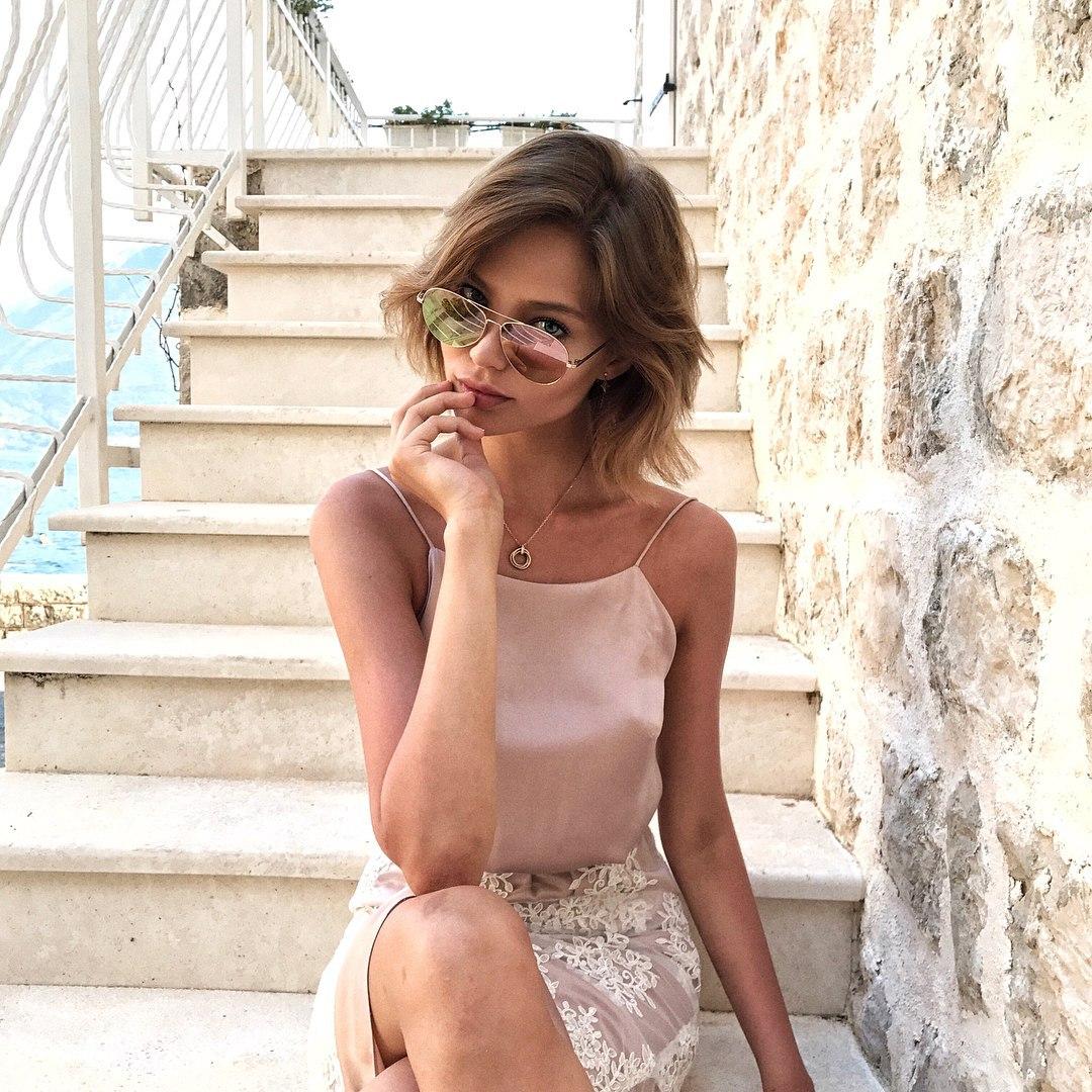 Alesya Kafelnikova Topless naked