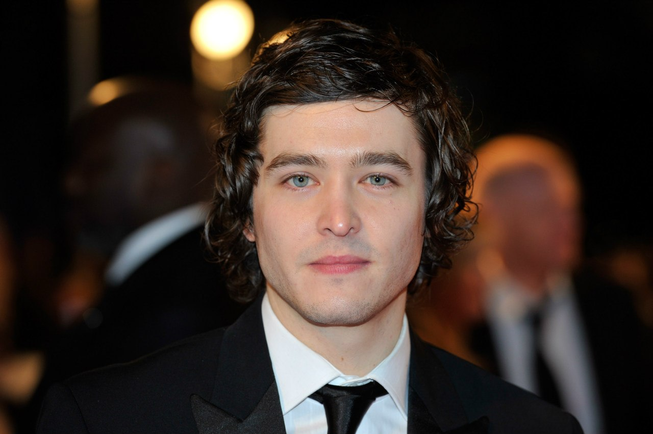 Alexander Vlahos Net Worth
